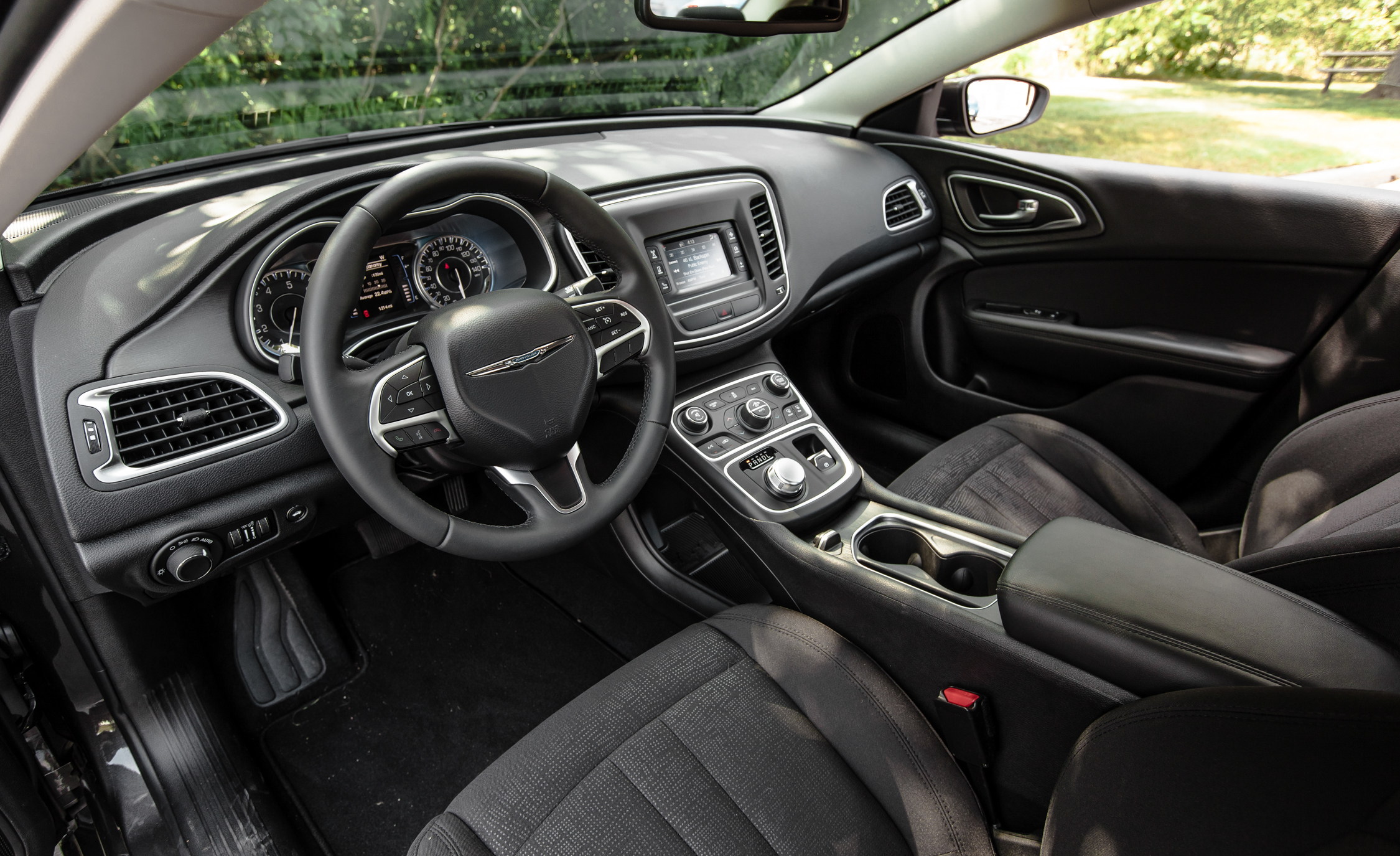 2015 Chrysler 200 Limited Interior (Photo 12 Of 19)