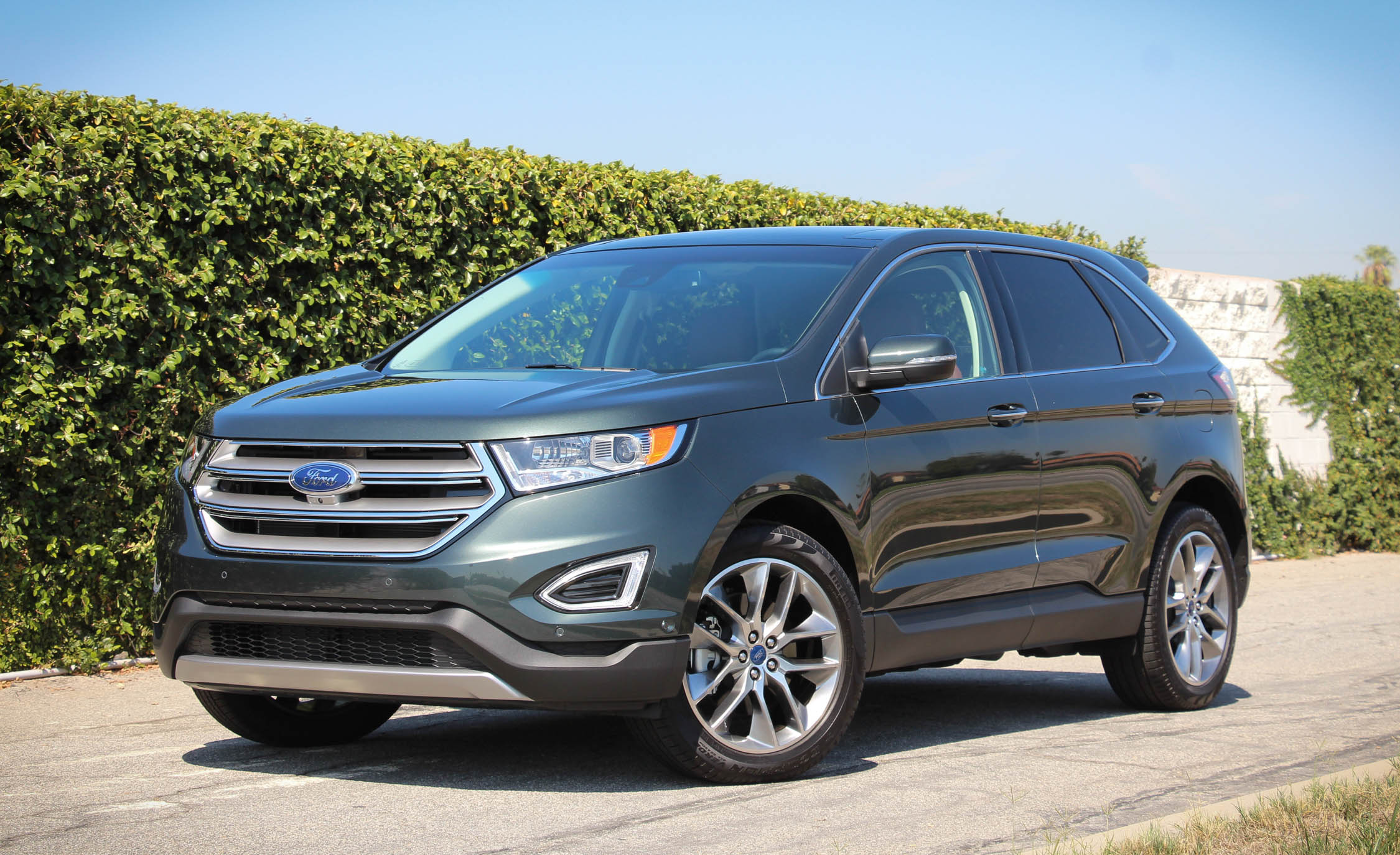 2015 Ford Edge  (Photo 2 of 19)