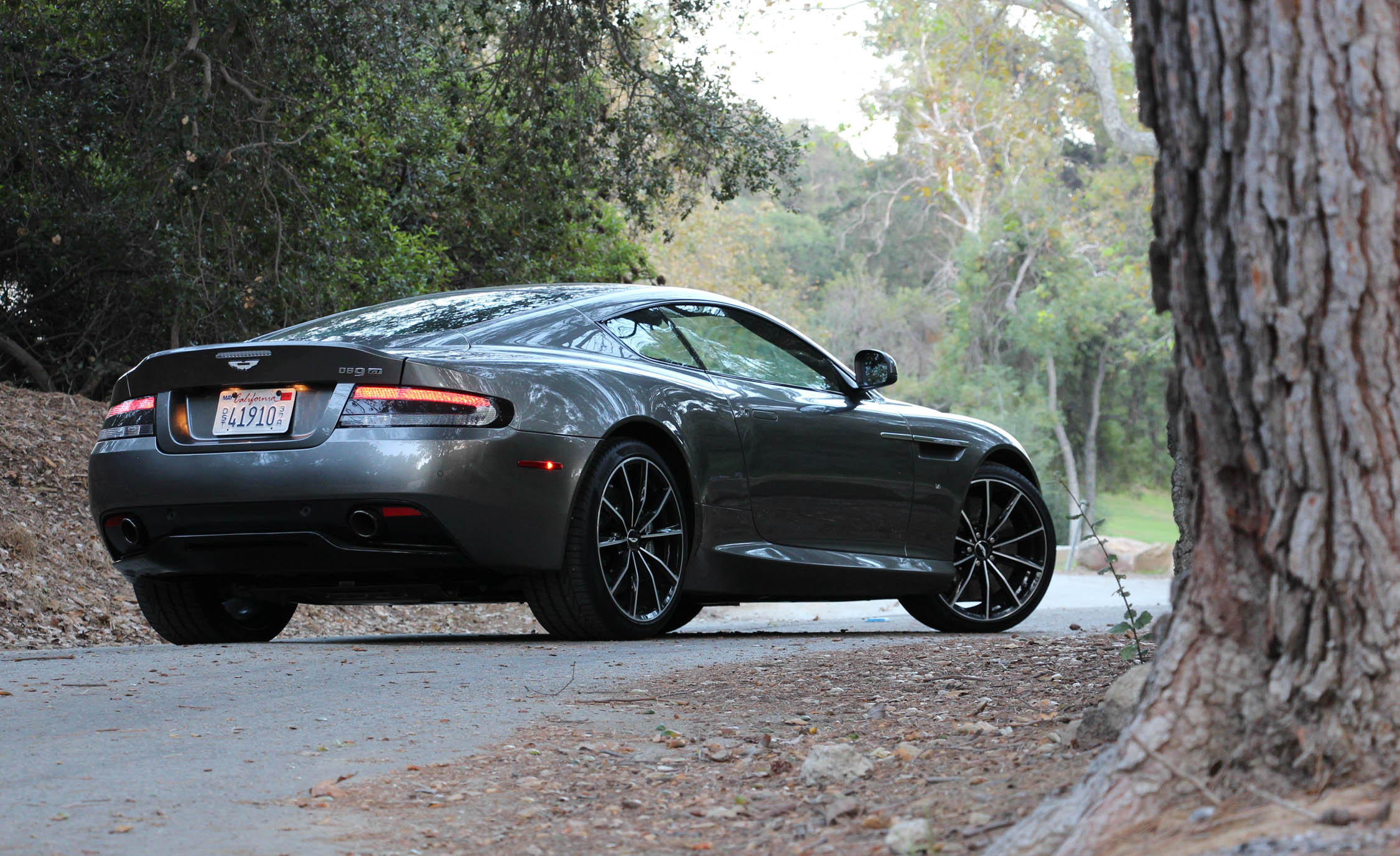 2016 Aston Martin DB9 GT (Photo 5 of 18)