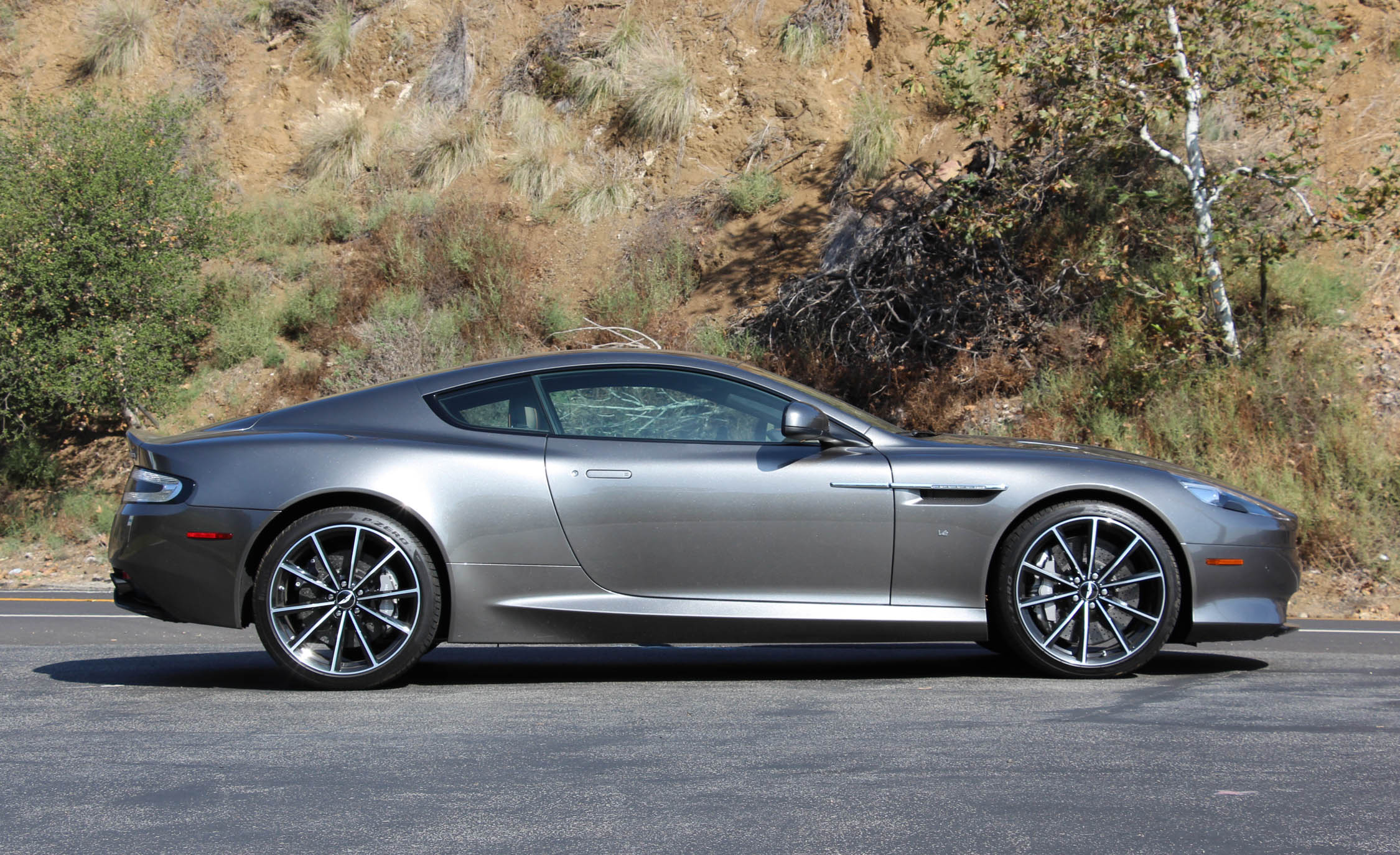 2016 Aston Martin DB9 GT (Photo 2 of 18)
