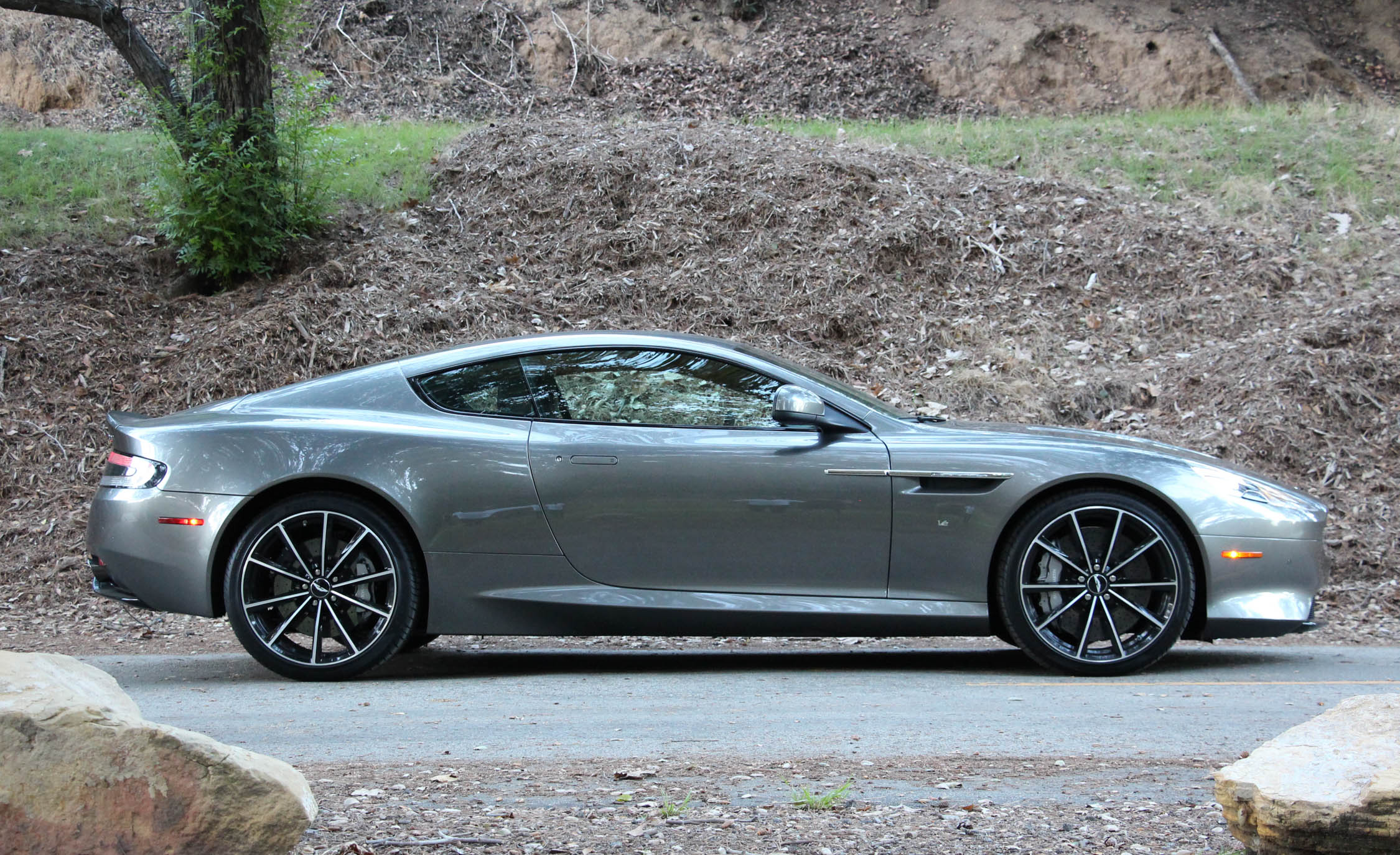 2016 Aston Martin DB9 GT (Photo 4 of 18)