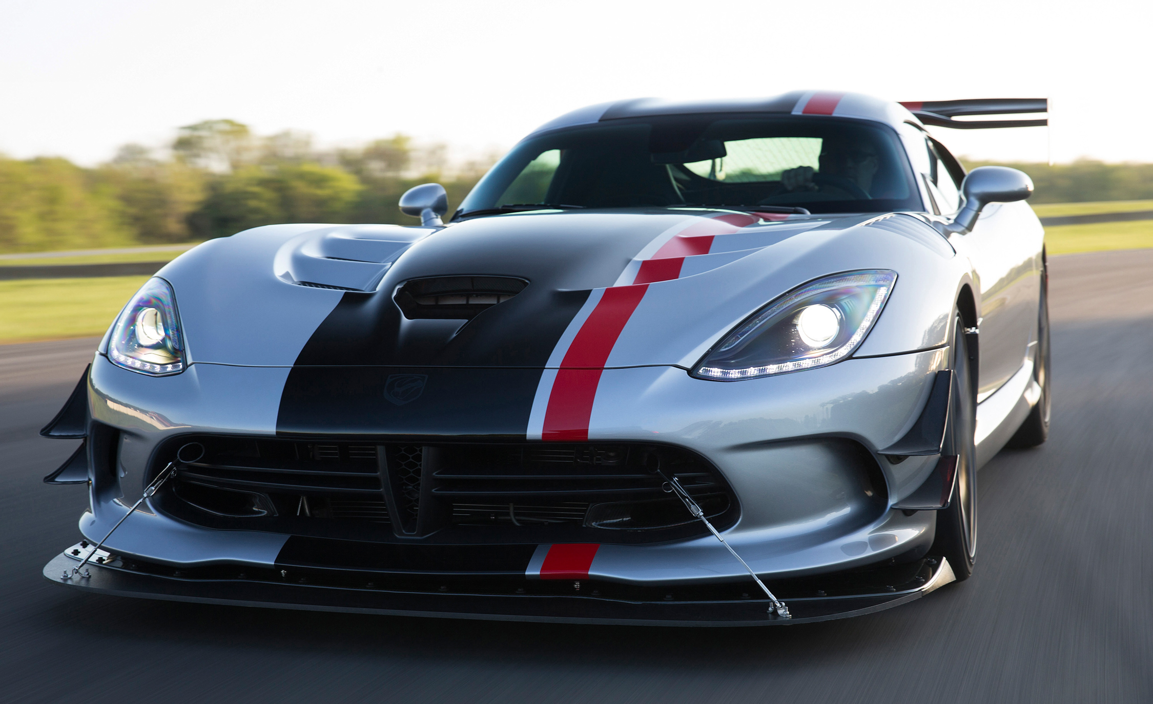 2016 Dodge Viper ACR (Photo 25 of 29)