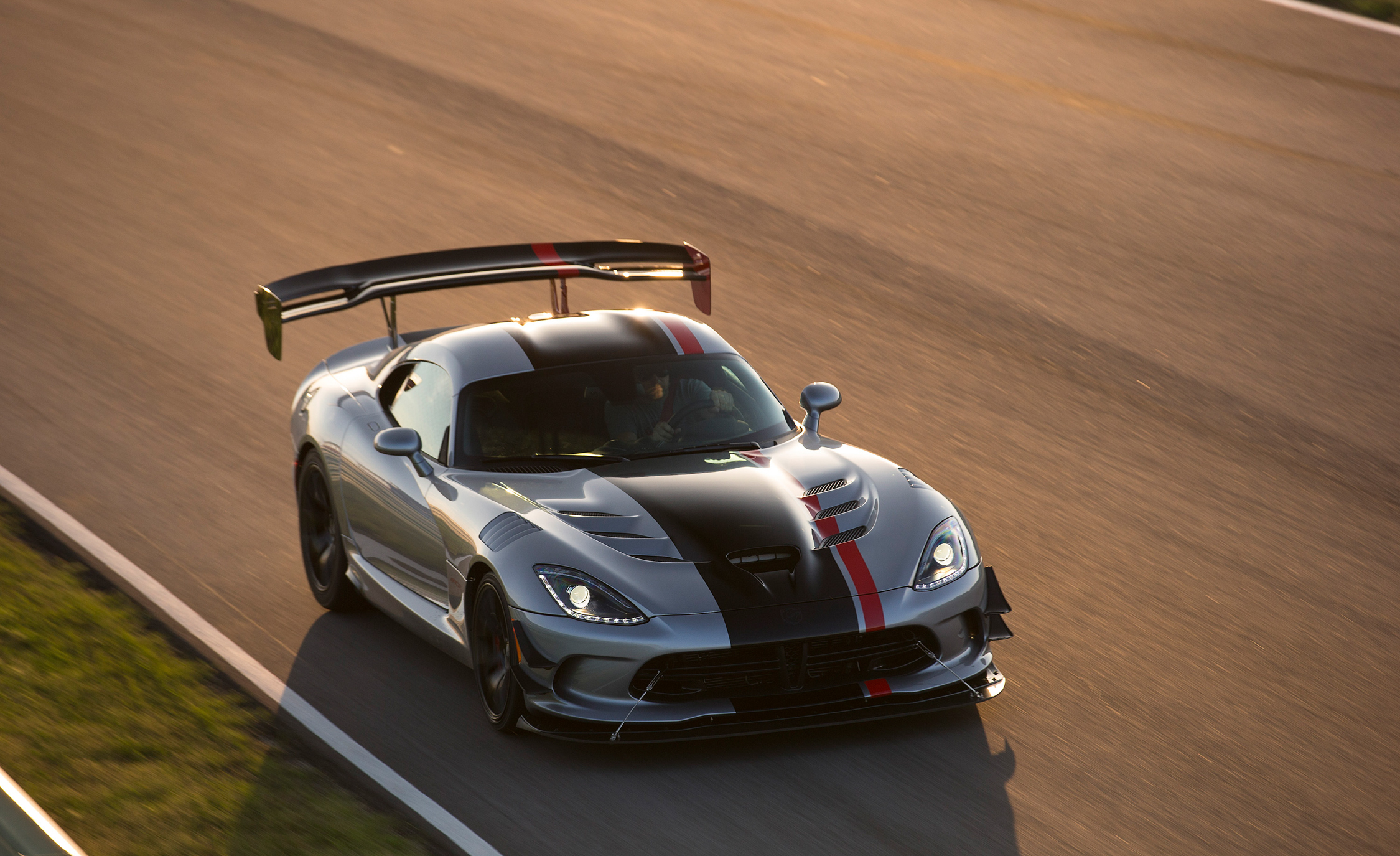 2016 Dodge Viper ACR (Photo 21 of 29)