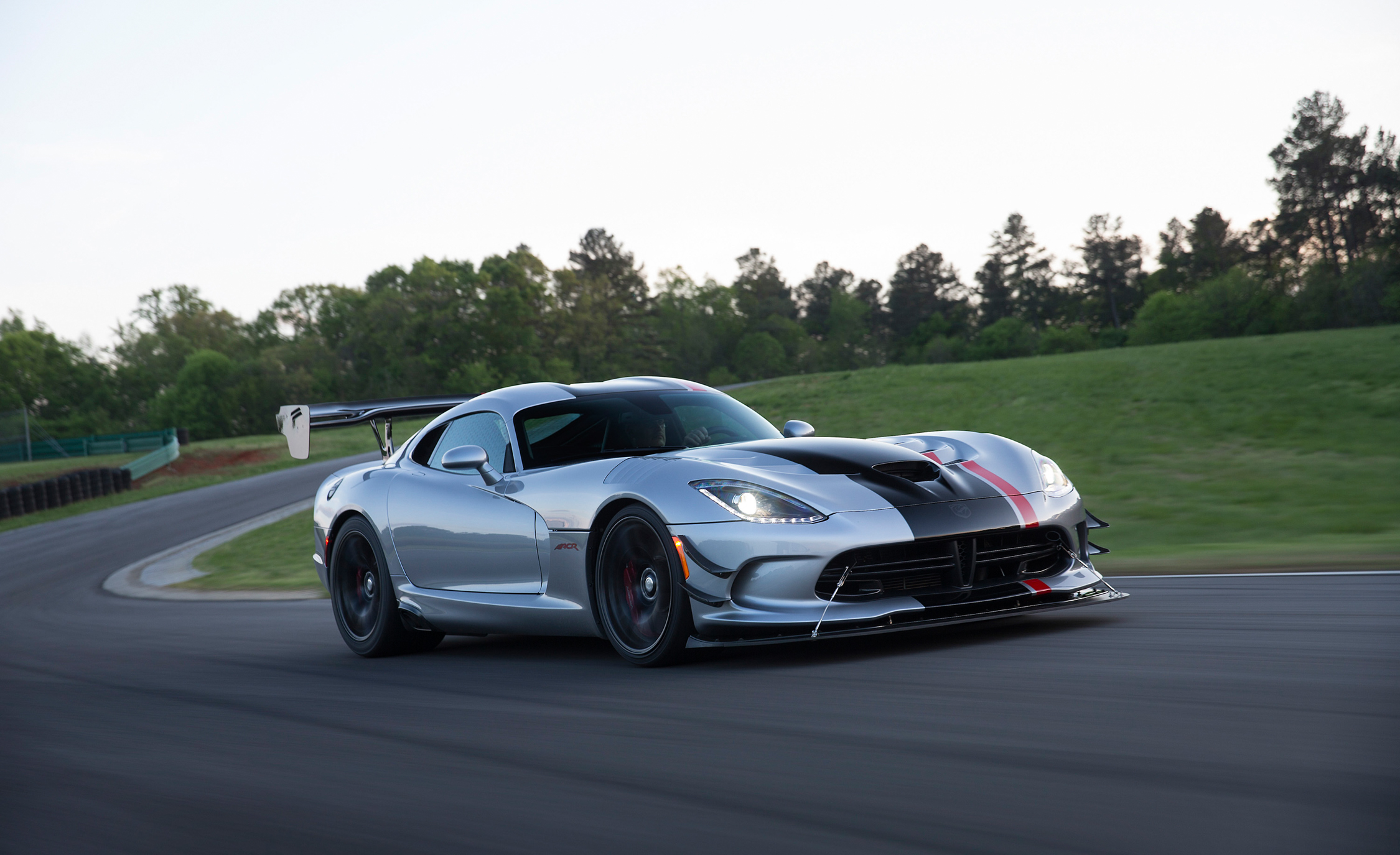 Featured Image of 2016 Dodge Viper ACR