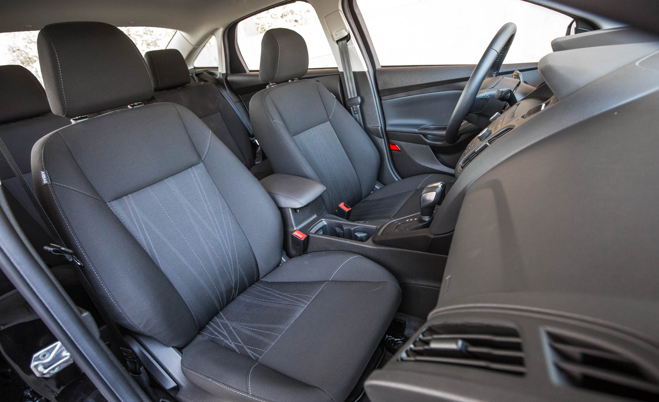 2016 Ford Focus SE EcoBoost (View 6 of 17)
