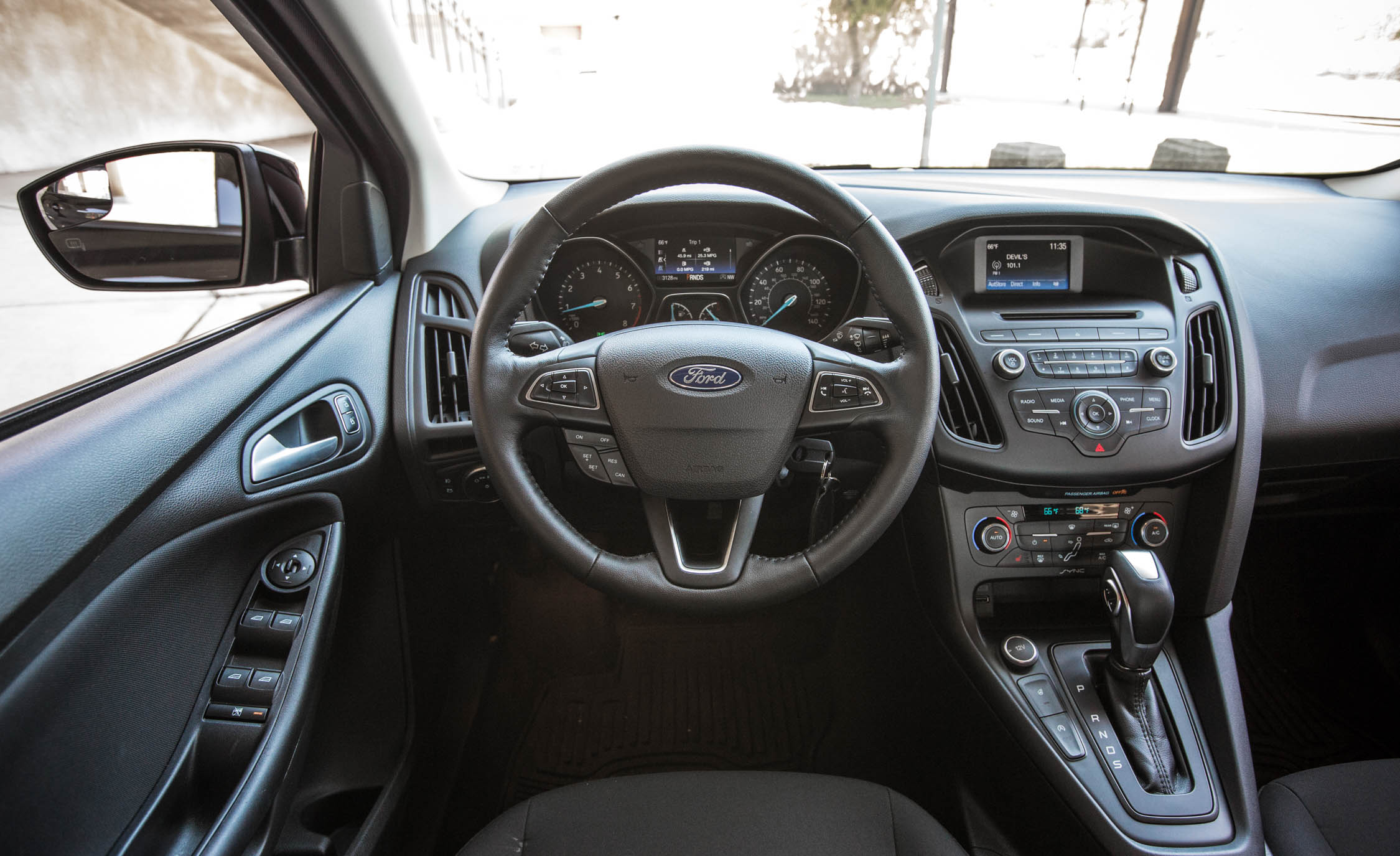 2016 Ford Focus SE EcoBoost (Photo 10 of 17)