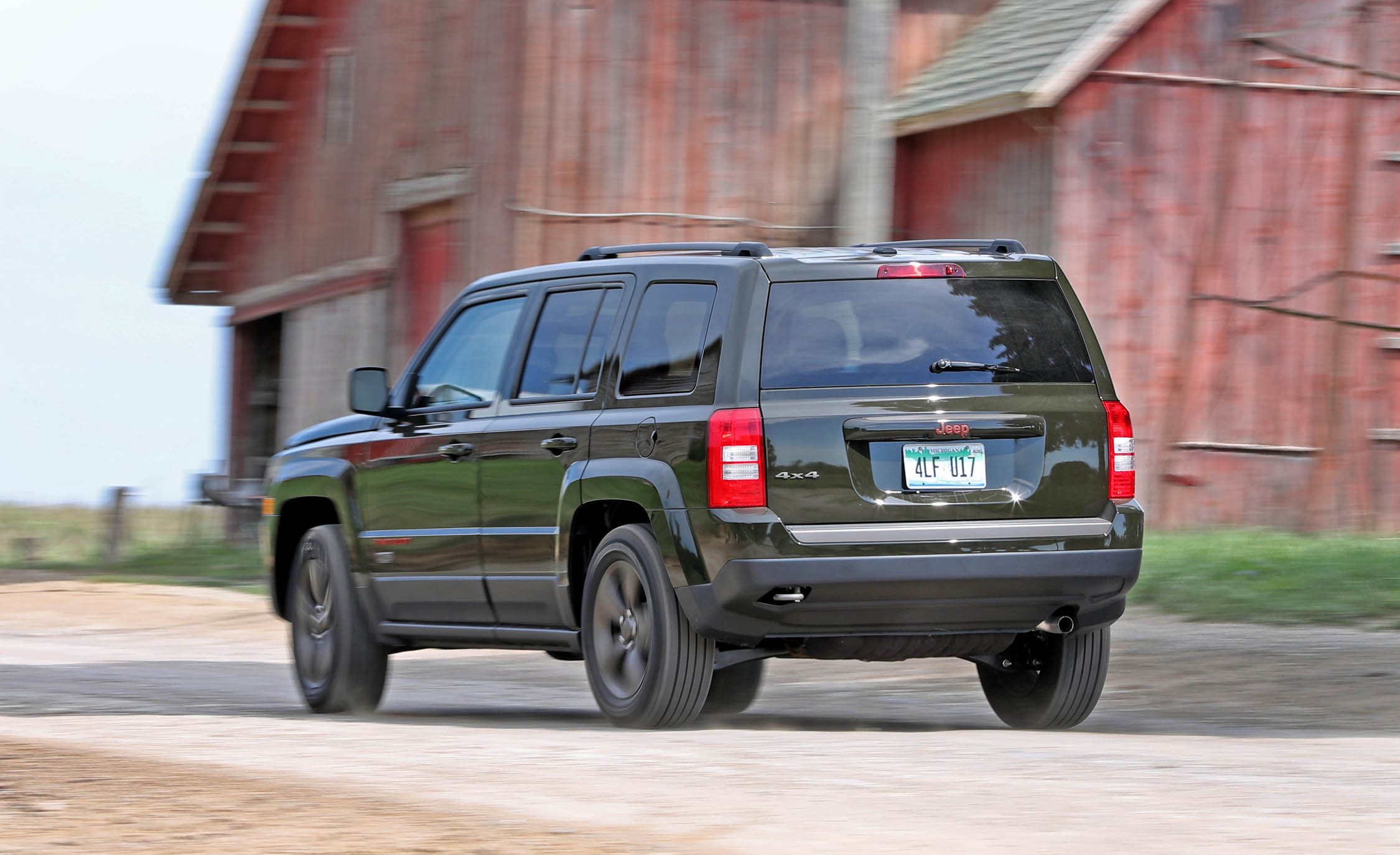 2016 Jeep Patriot Test Drive Rear View (Photo 24 of 27)