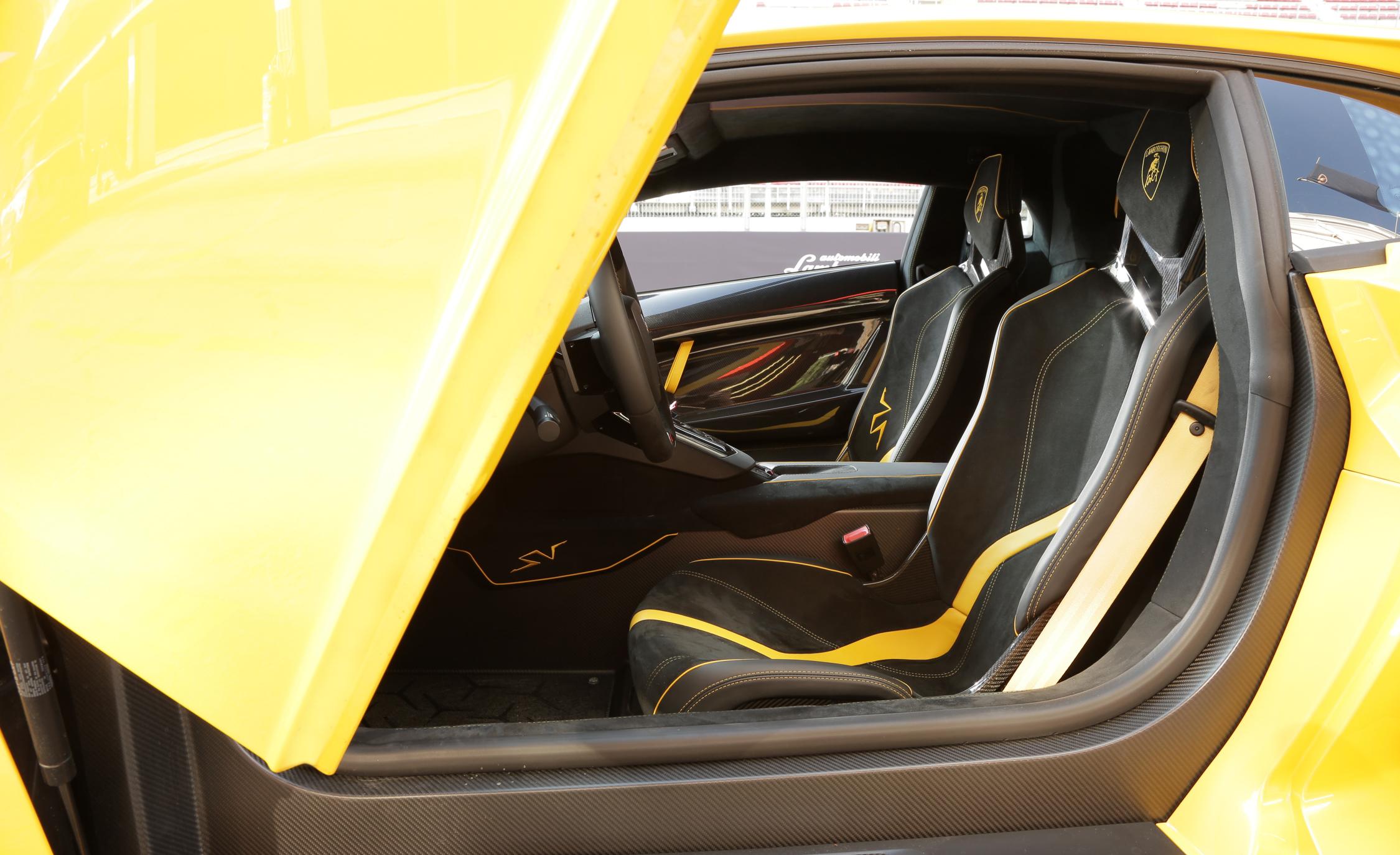 2016 Lamborghini Aventador LP750 4 SV (Photo 4 of 48)