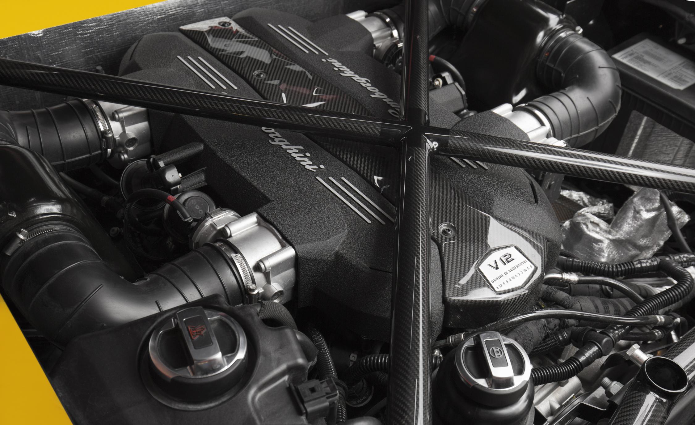 2016 Lamborghini Aventador LP750 4 SV  (Photo 46 of 48)