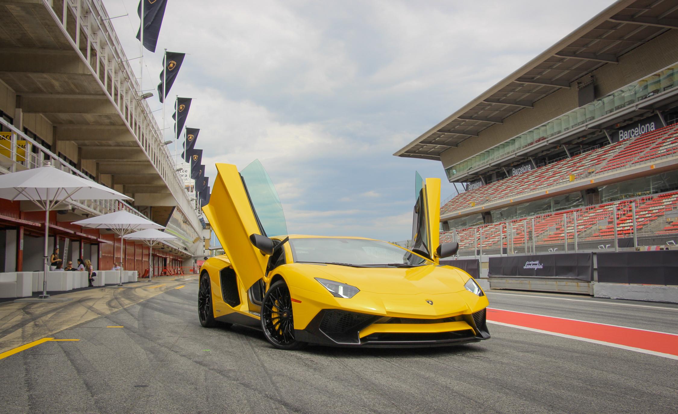 2016 Lamborghini Aventador LP750 4 SV (Photo 25 of 48)