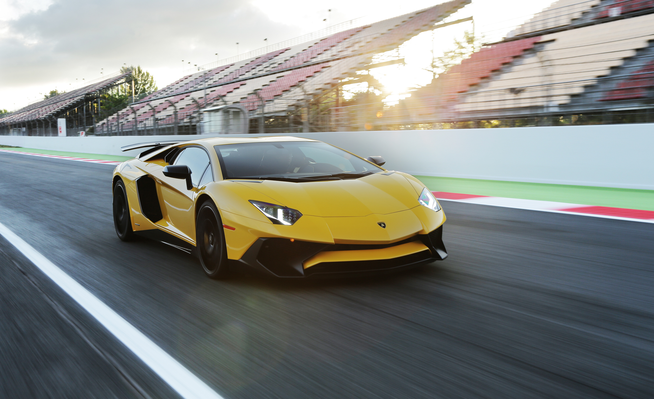 2016 Lamborghini Aventador LP750 4 SV (Photo 32 of 48)