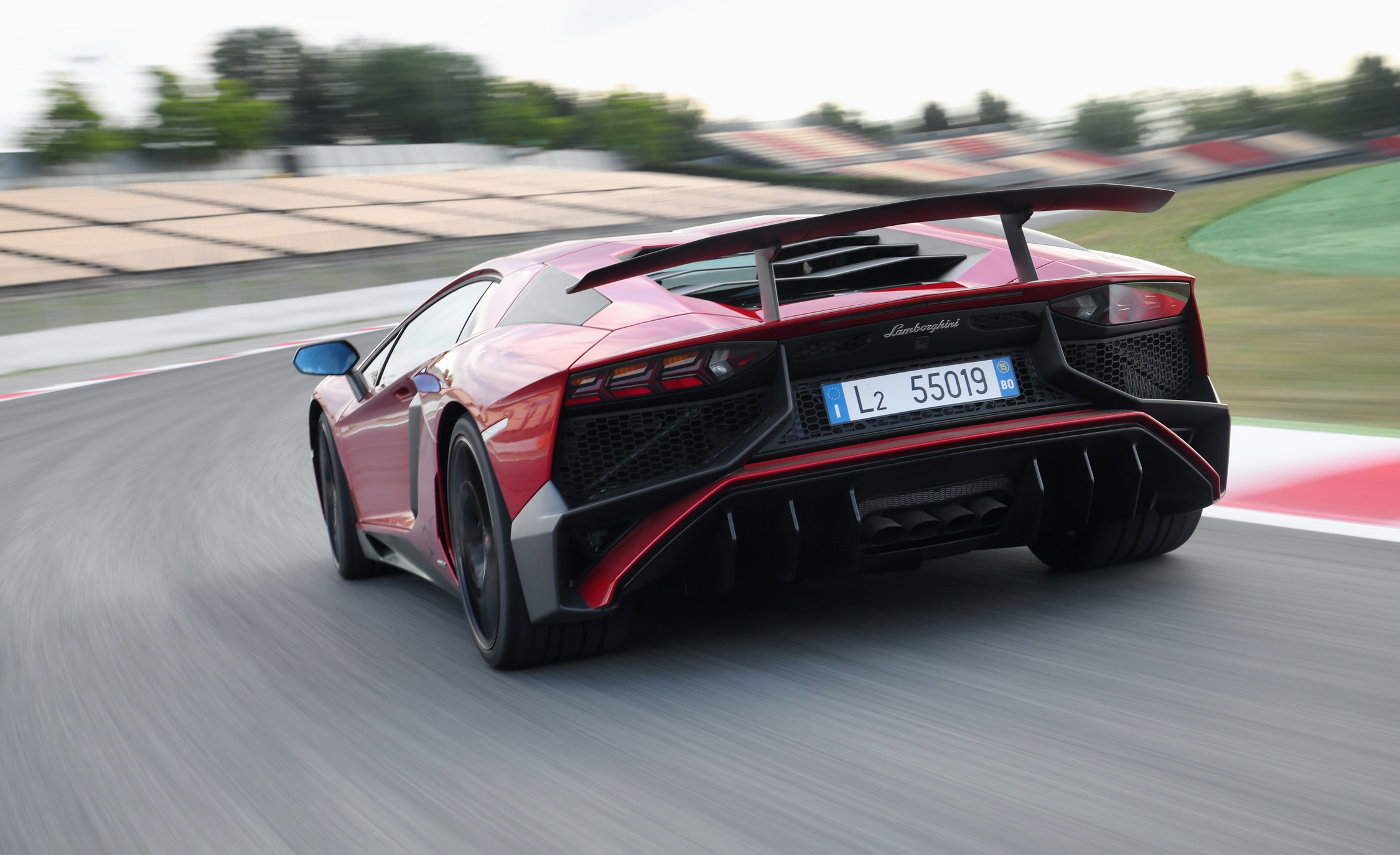 2016 Lamborghini Aventador LP750 4 SV (Photo 37 of 48)