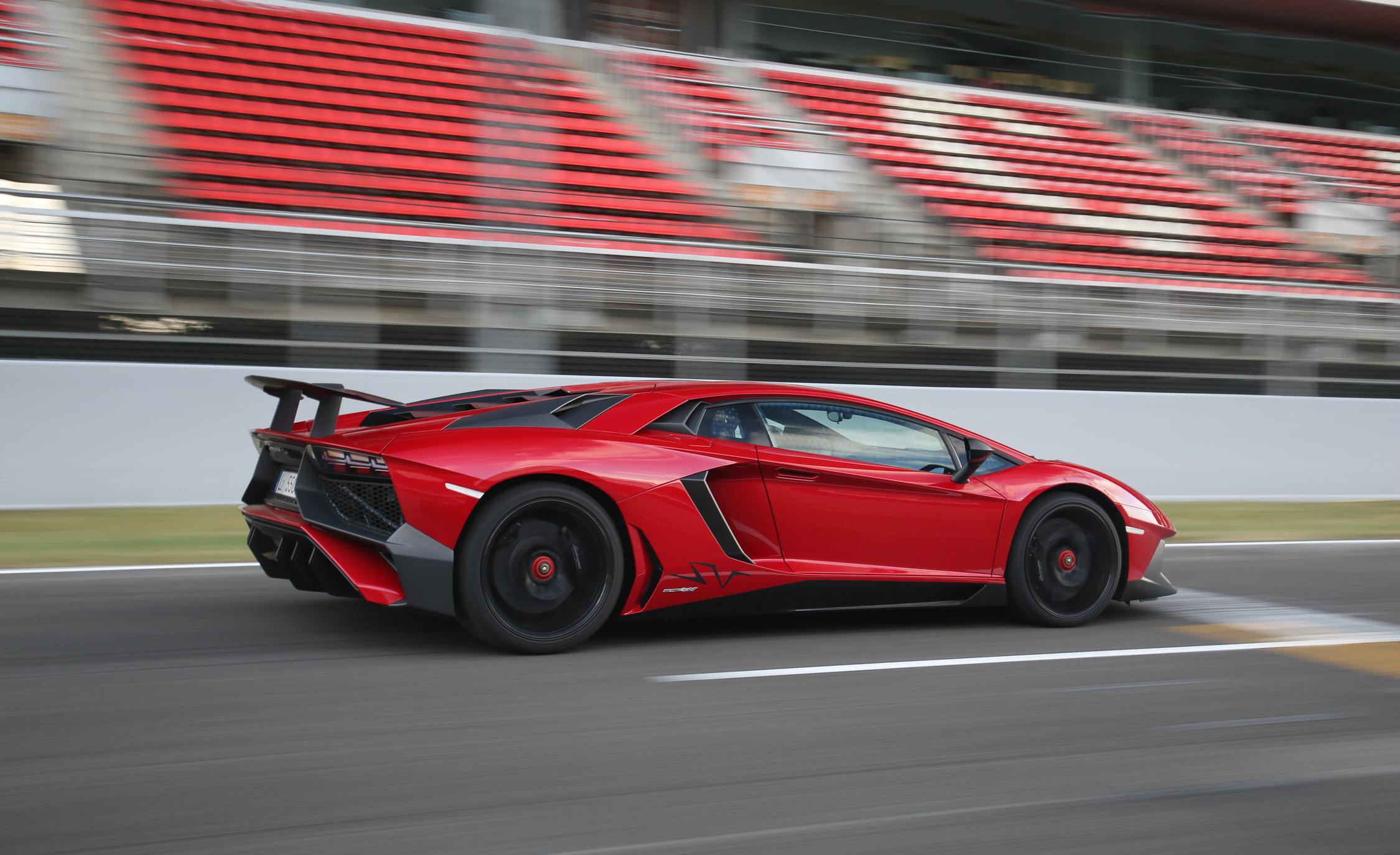 2016 Lamborghini Aventador LP750 4 SV (Photo 36 of 48)