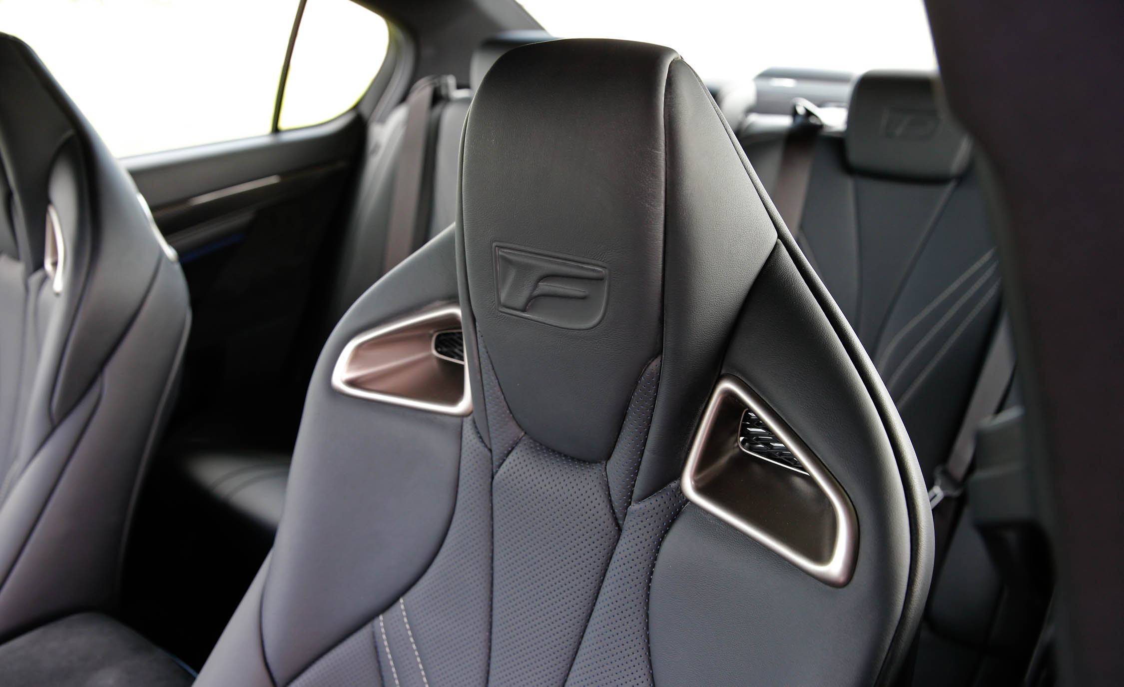 2016 Lexus Gs F Interior Seats Front (View 8 of 20)