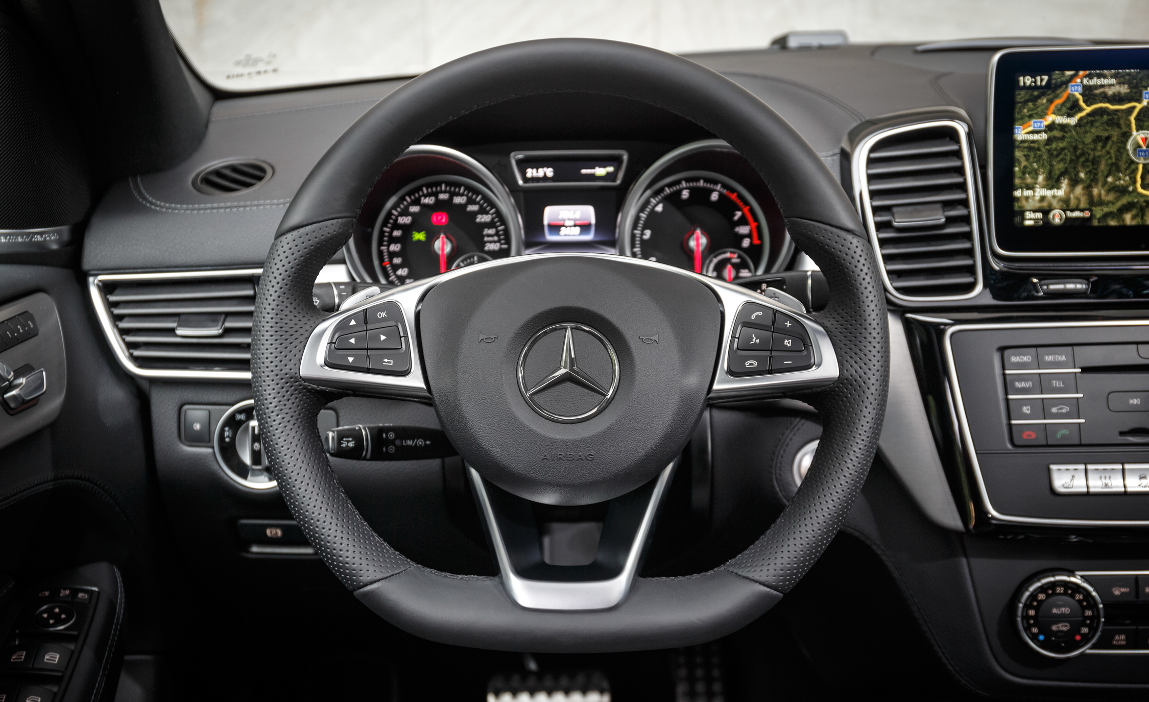 2016 Mercedes Benz GLE500e 4MATIC (View 18 of 43)