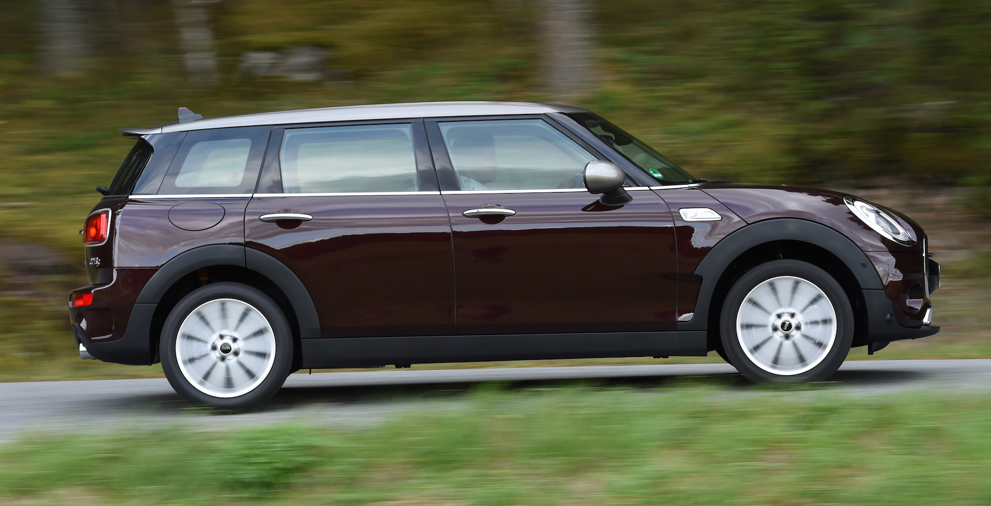 2016 Mini Cooper S Clubman Side Exterior (Photo 16 of 17)