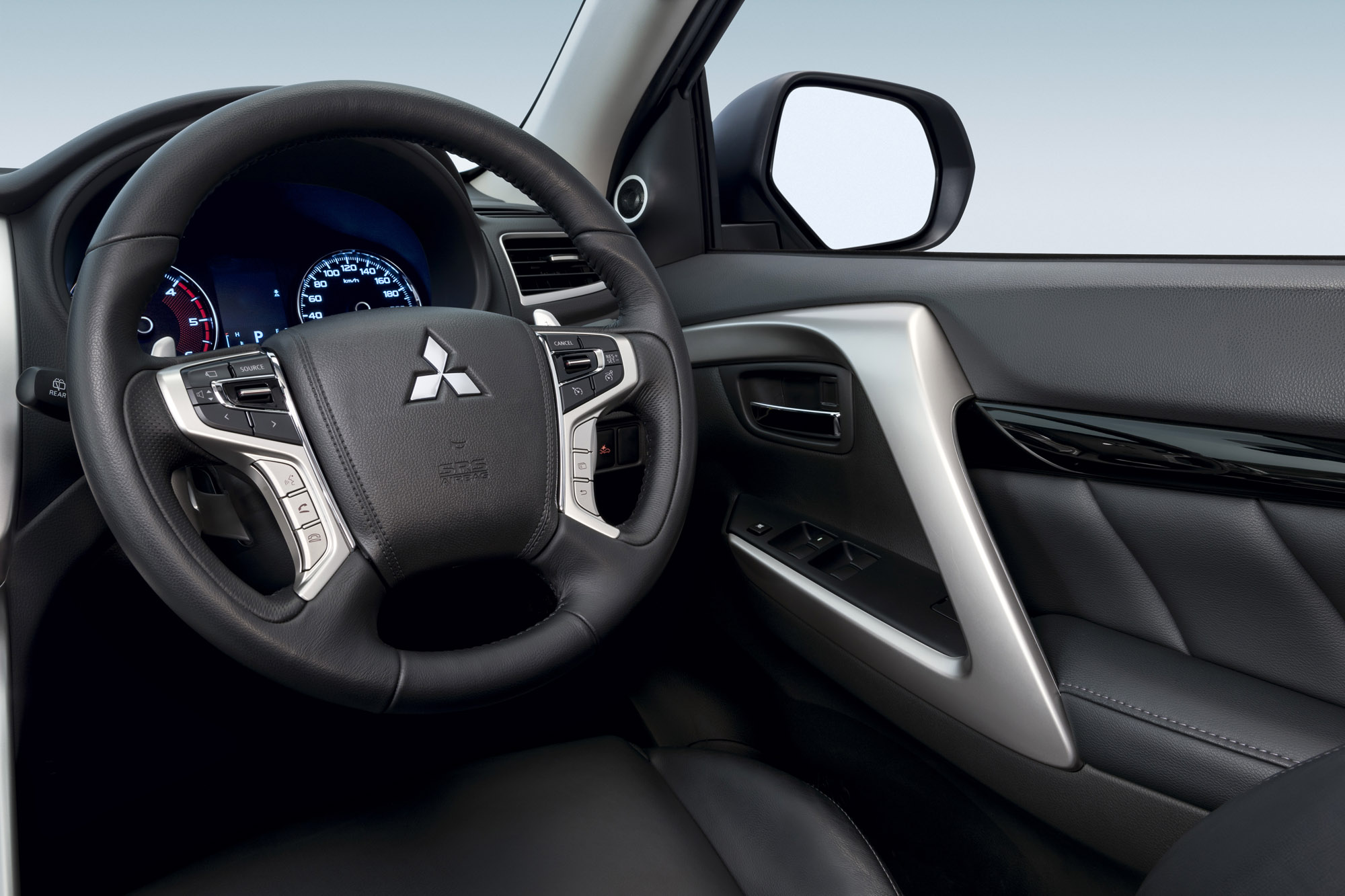 2016 Mitsubishi Pajero Sport Cockpit (Photo 14 of 23)
