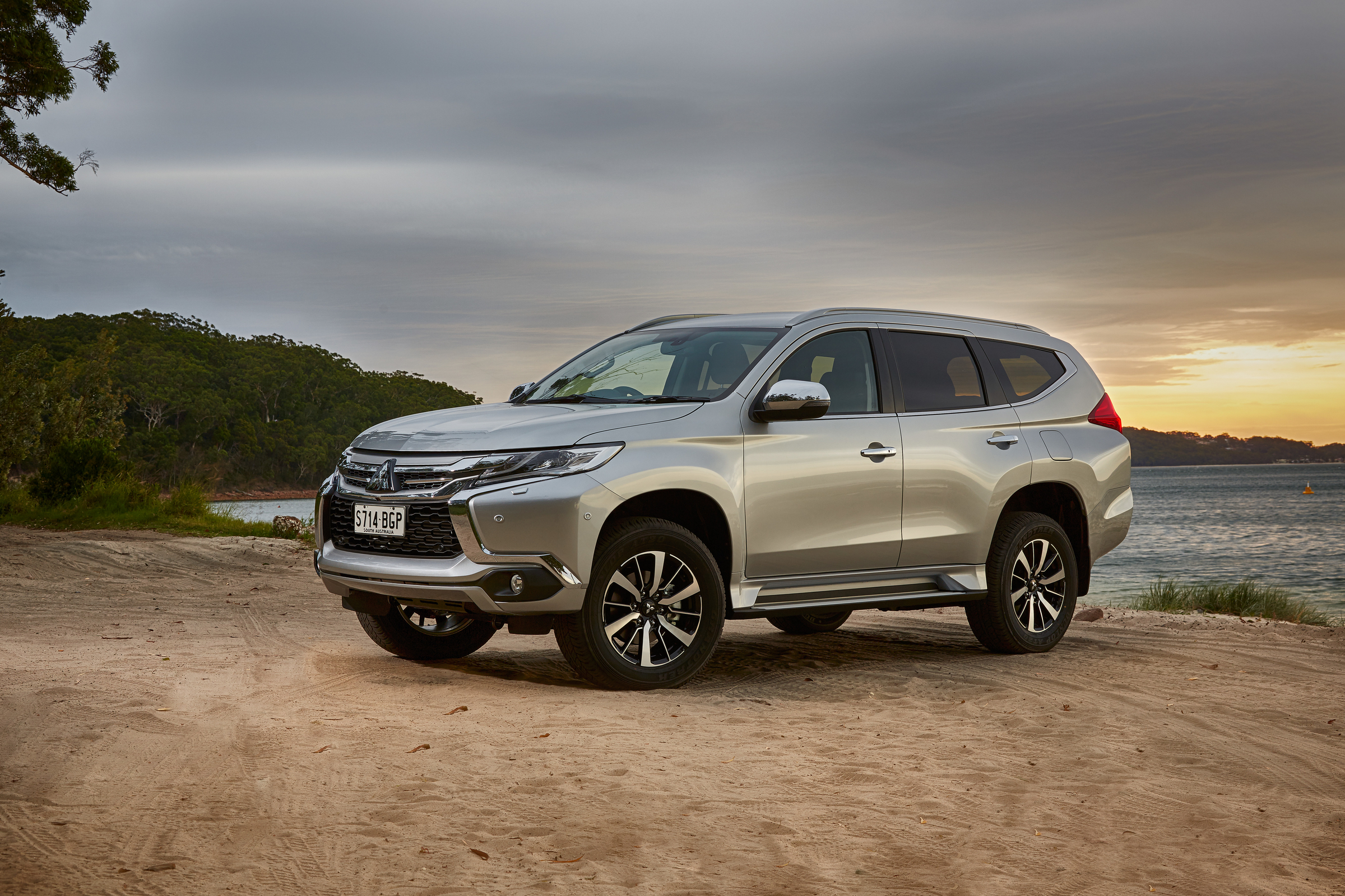 2016 Mitsubishi Pajero Sport Exterior Preview (Photo 6 of 23)