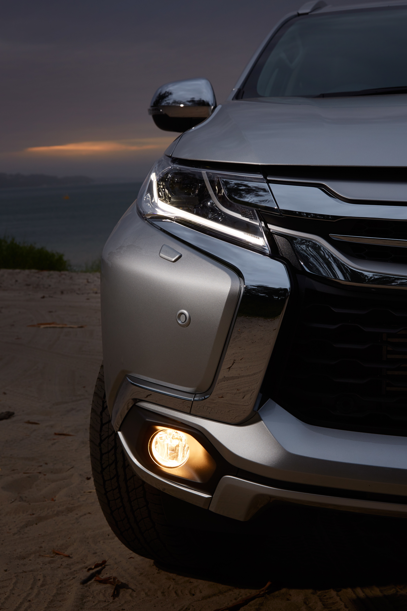 2016 Mitsubishi Pajero Sport Headlamp (Photo 9 of 23)