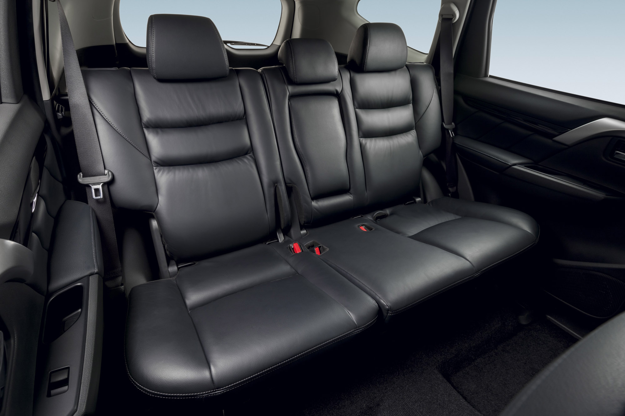 2016 Mitsubishi Pajero Sport Rear Seats Interior (Photo 16 of 23)