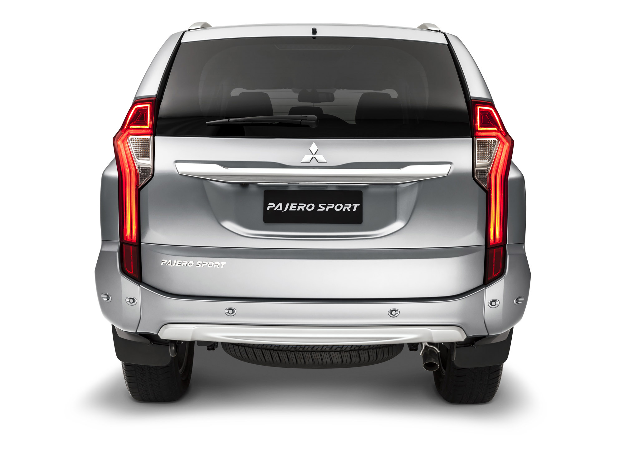 2016 Mitsubishi Pajero Sport Rear (Photo 15 of 23)