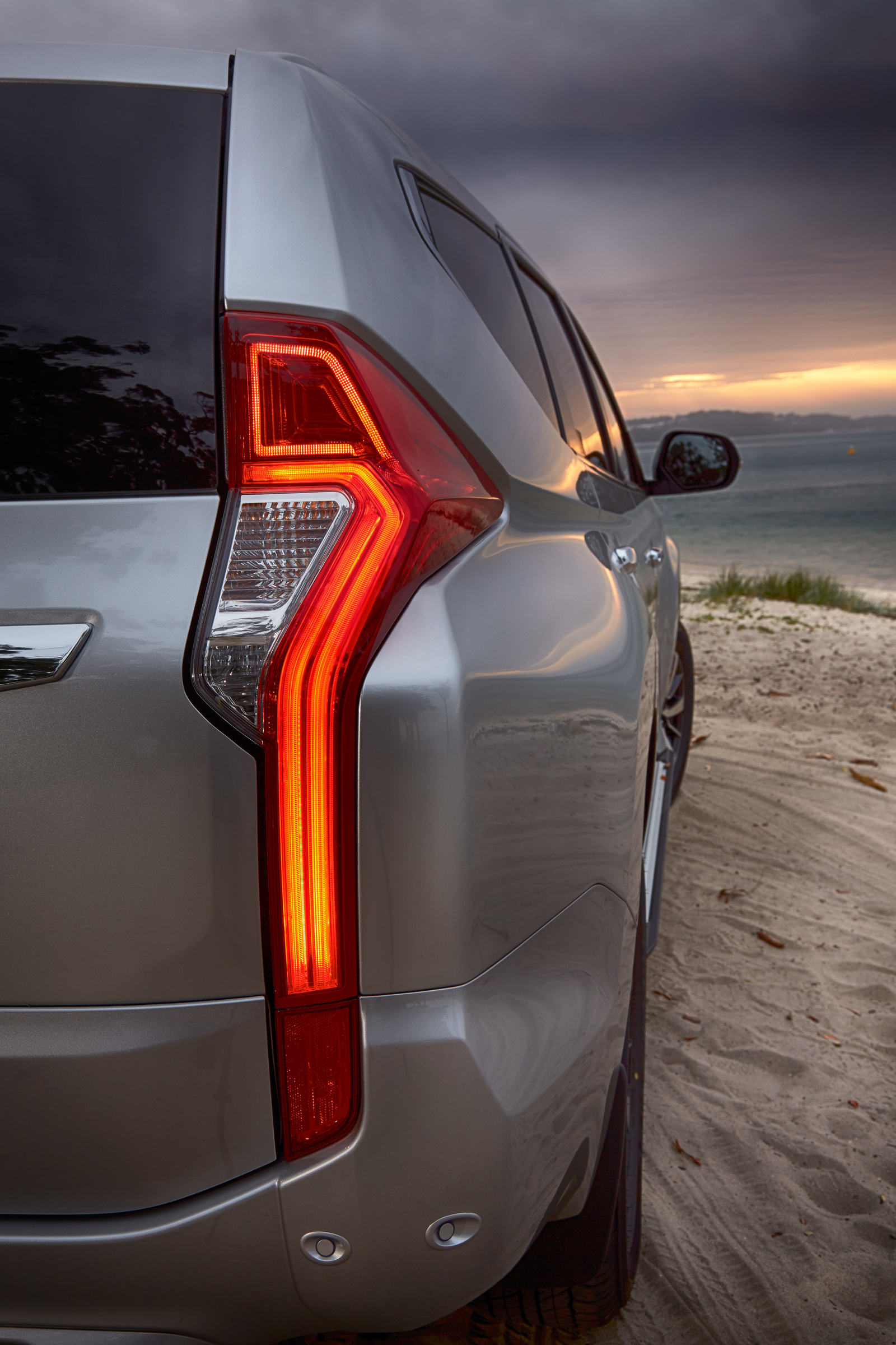 2016 Mitsubishi Pajero Sport Taillight (Photo 21 of 23)