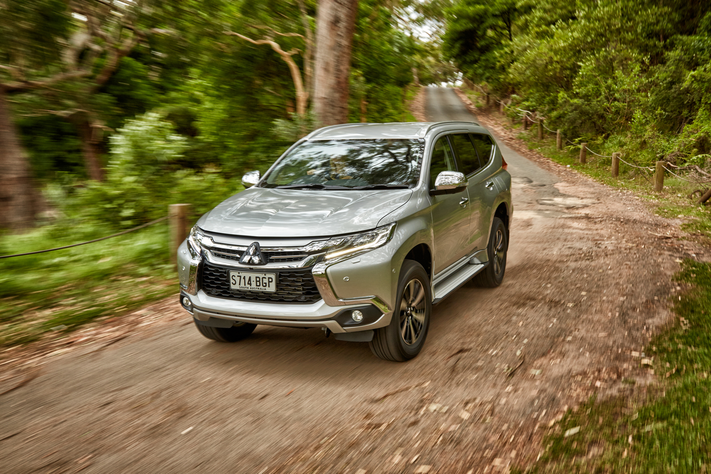 2016 Mitsubishi Pajero Sport (Photo 1 of 23)