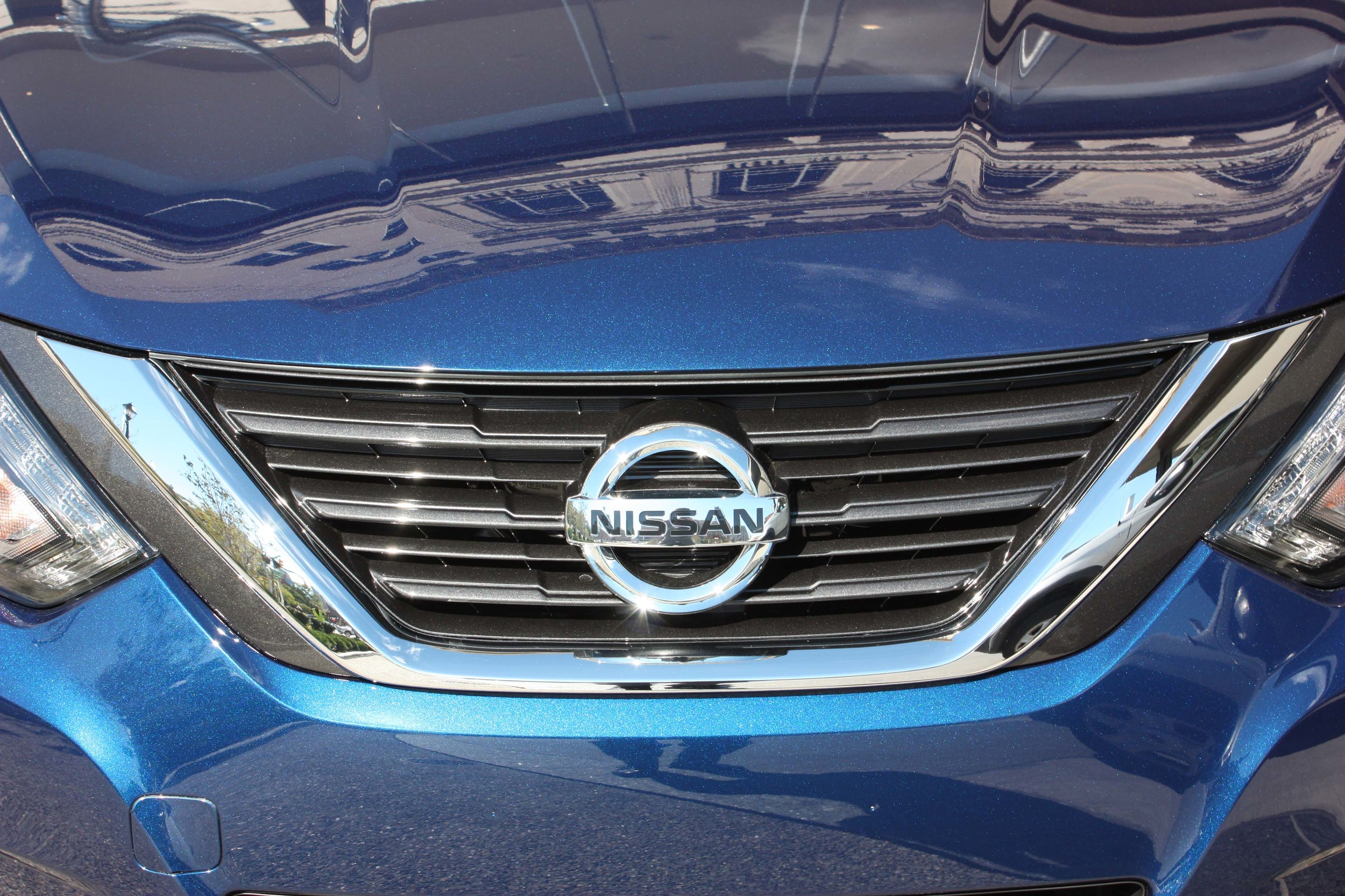 2016 Nissan Altima Exterior Grille (Photo 15 of 20)