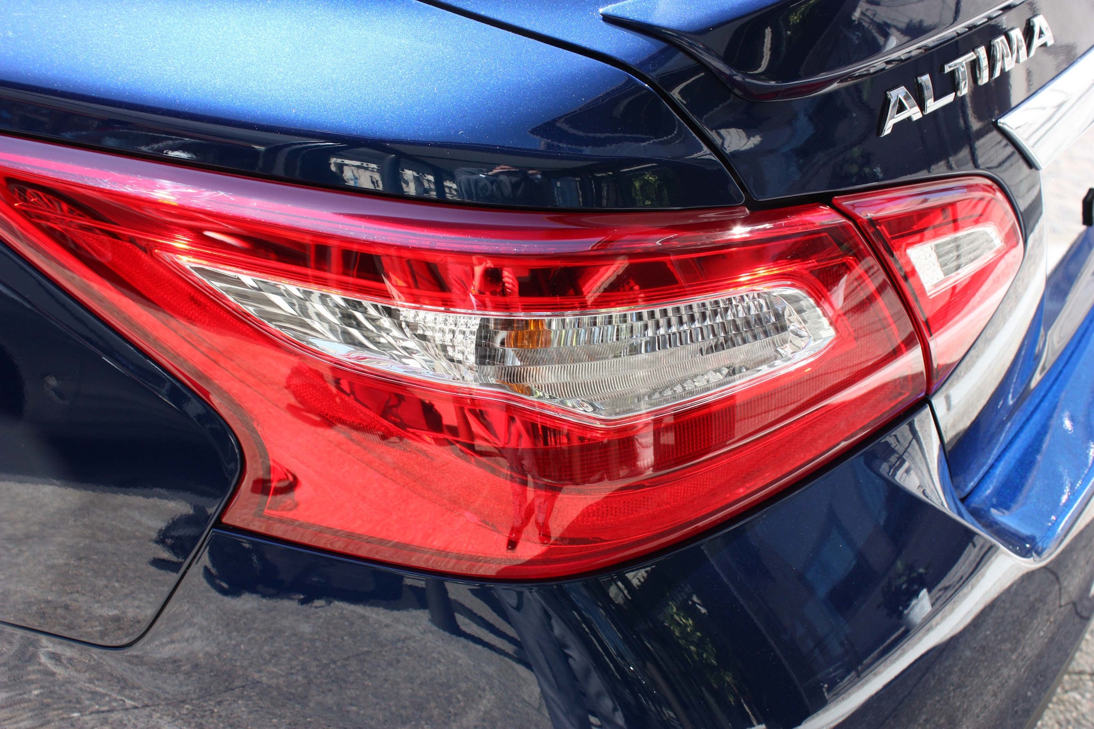 2016 Nissan Altima Exterior Taillight (Photo 18 of 20)