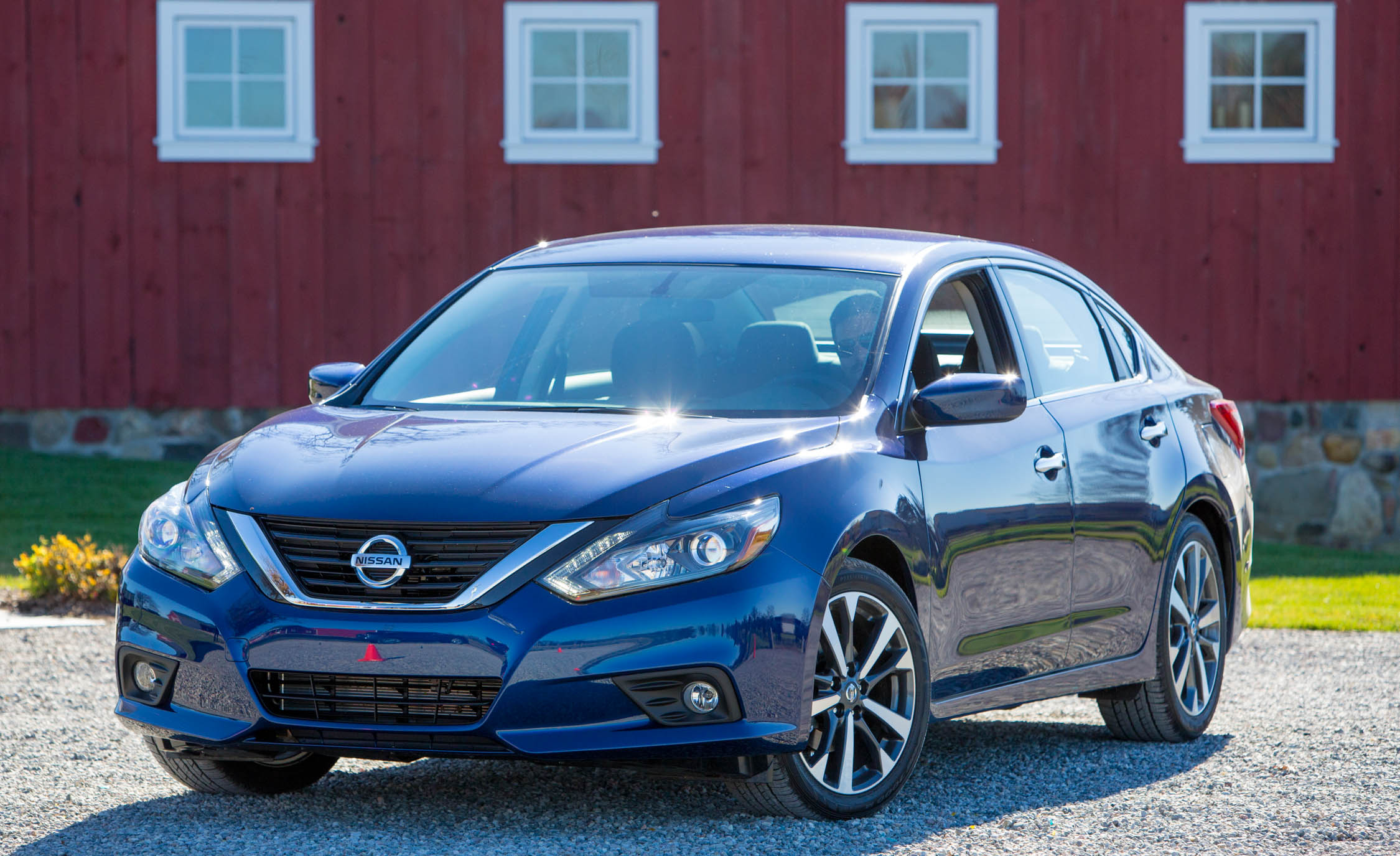 Featured Image of 2016 Nissan Altima