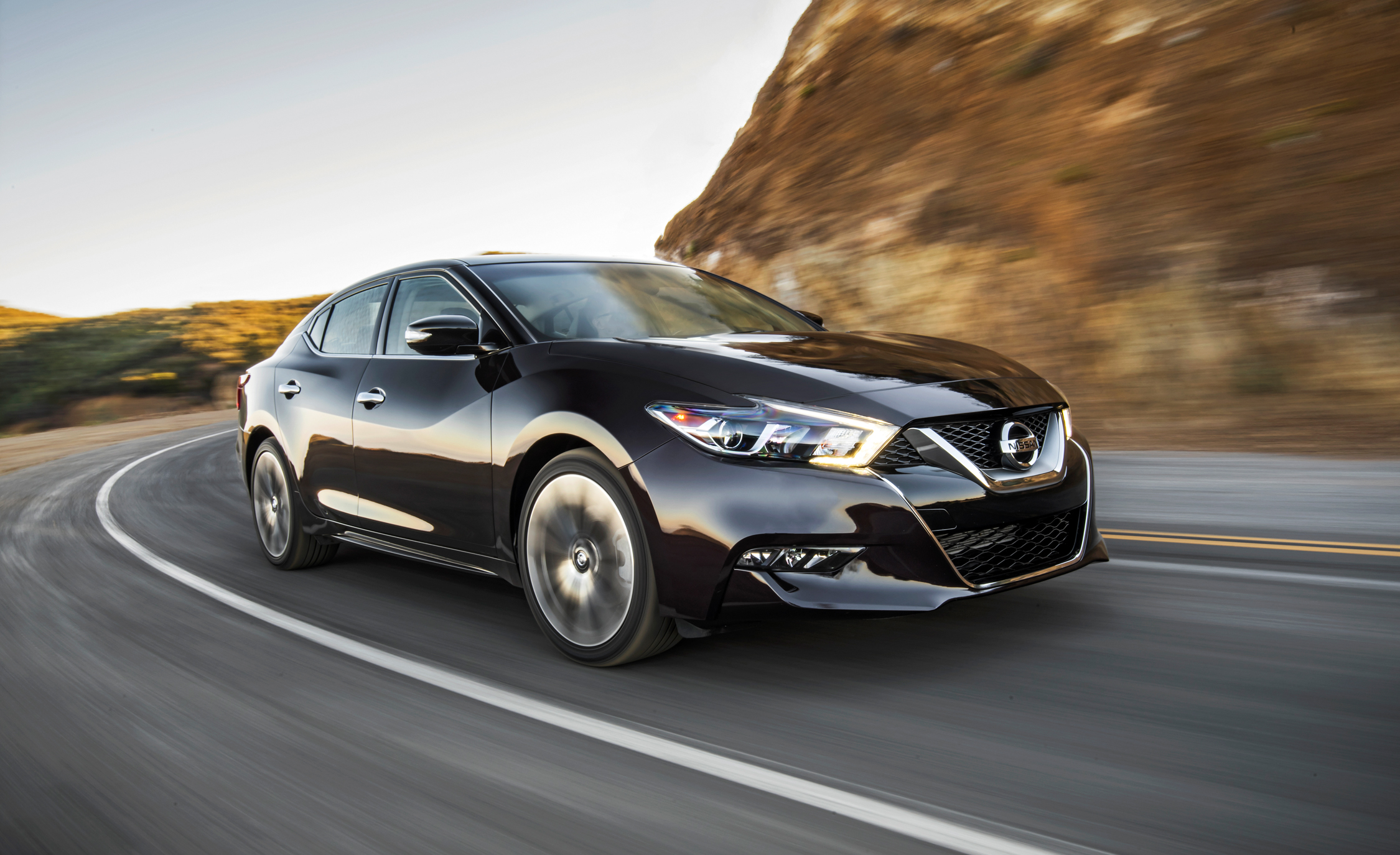 Featured Image of 2016 Nissan Maxima