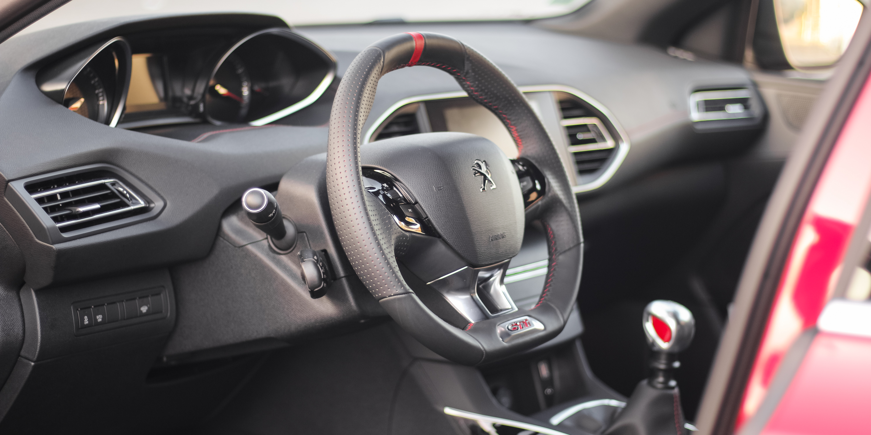 2016 Peugeot 308 Gti Steering Wheel (Photo 12 of 15)