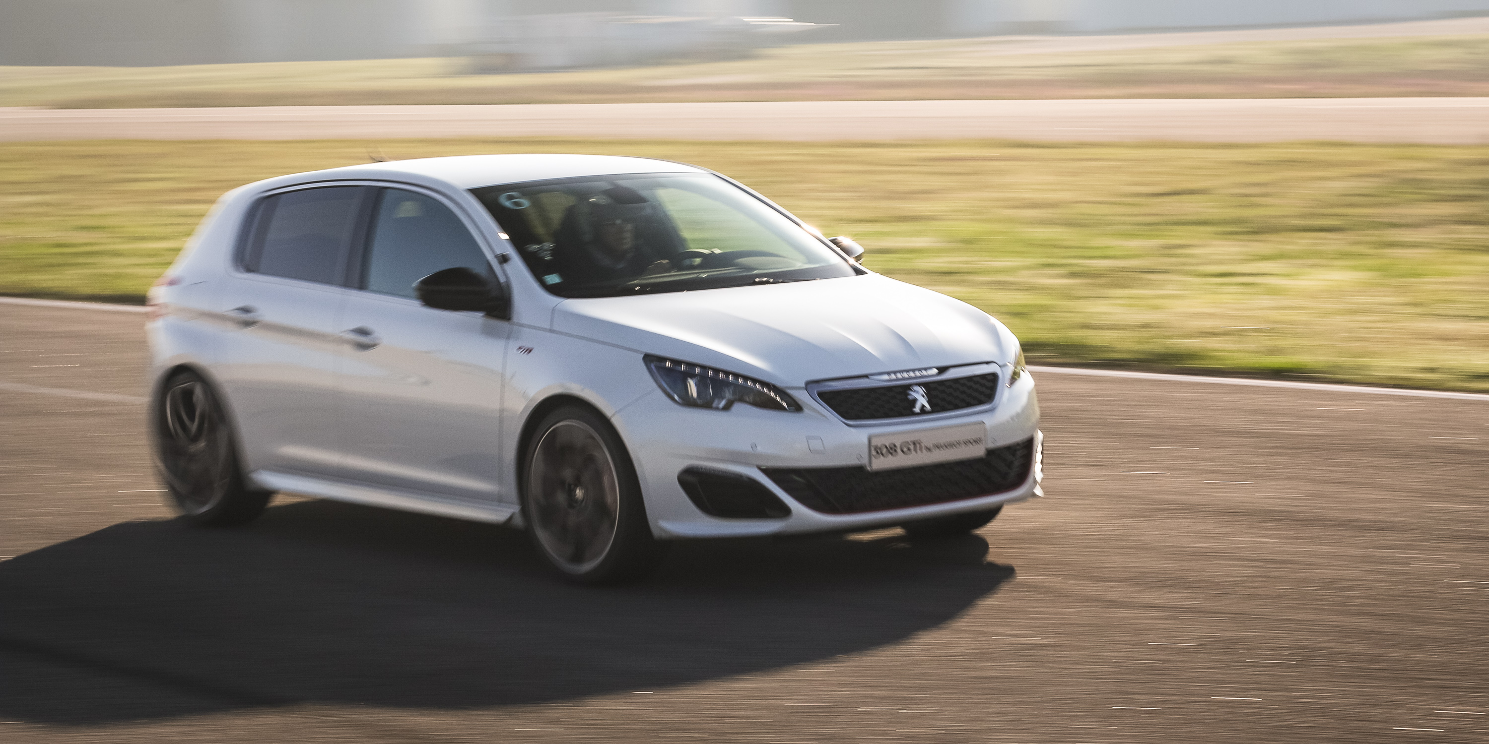 2016 Peugeot 308 Gti White (Photo 15 of 15)