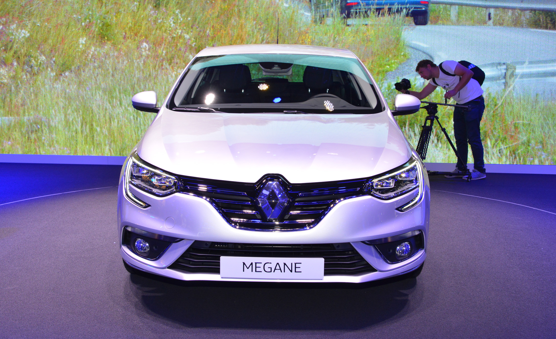 2016 Renault Megane Front End Exterior Design (Photo 4 of 27)