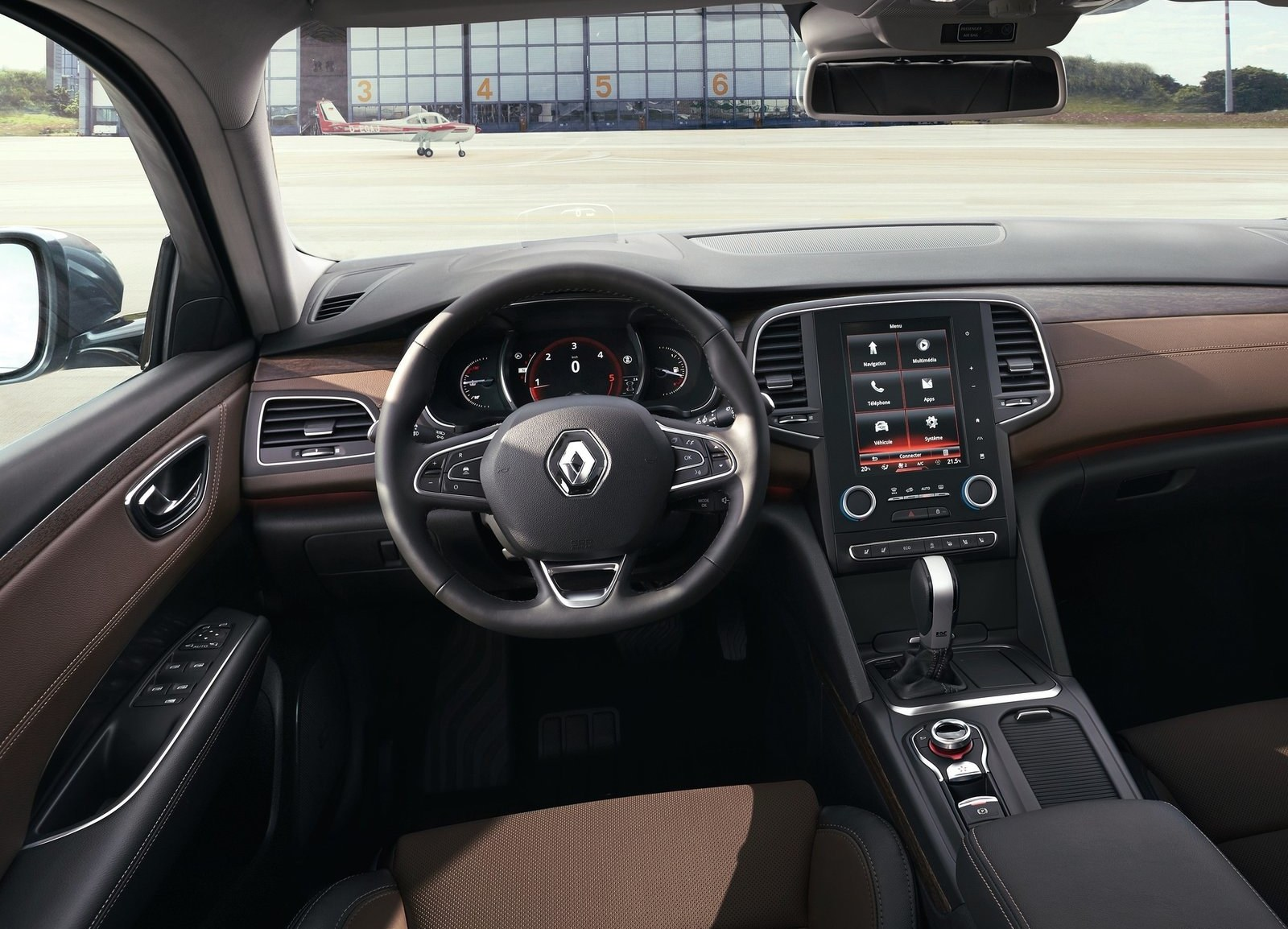 2016 Renault Talisman Cockpit Interior (Photo 2 of 14)