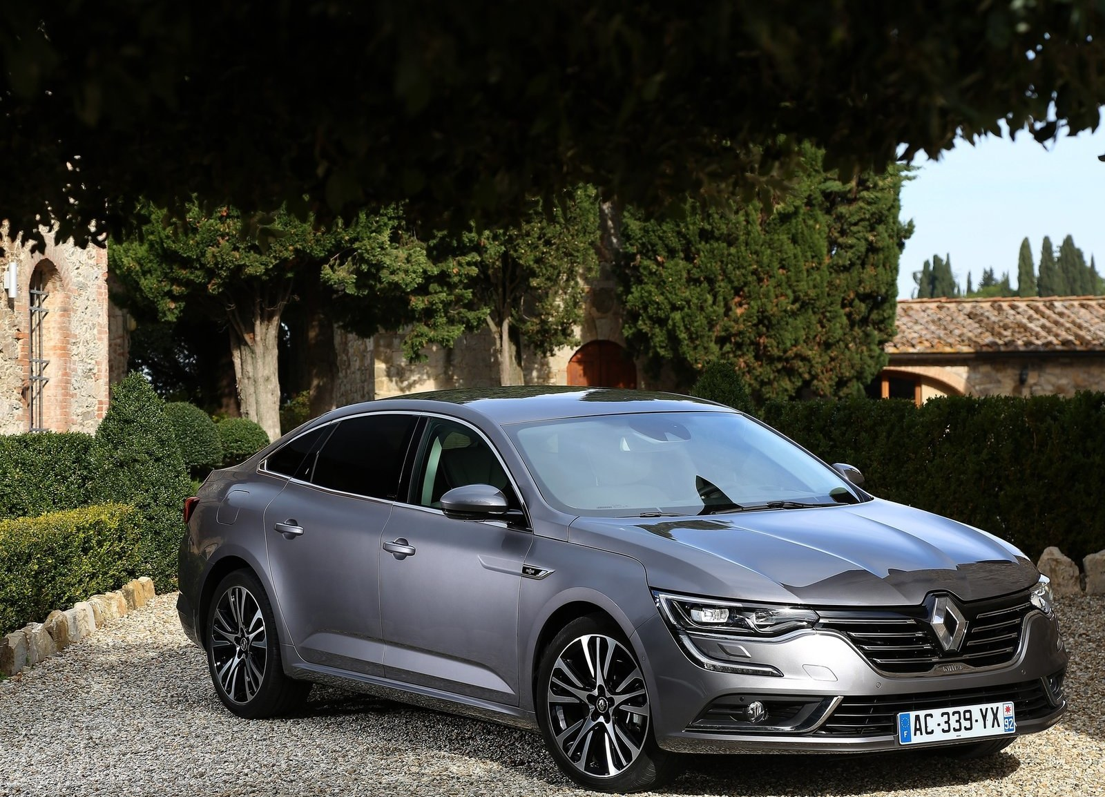 2016 Renault Talisman Exterior (Photo 3 of 14)