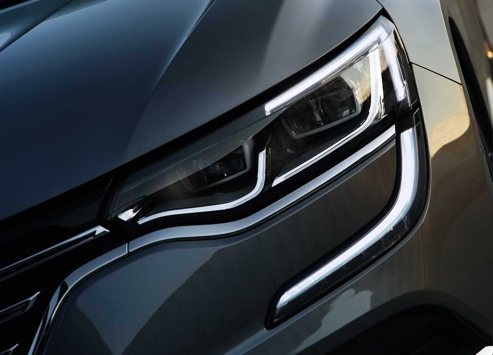 2016 Renault Talisman Headlamp Details (Photo 8 of 14)