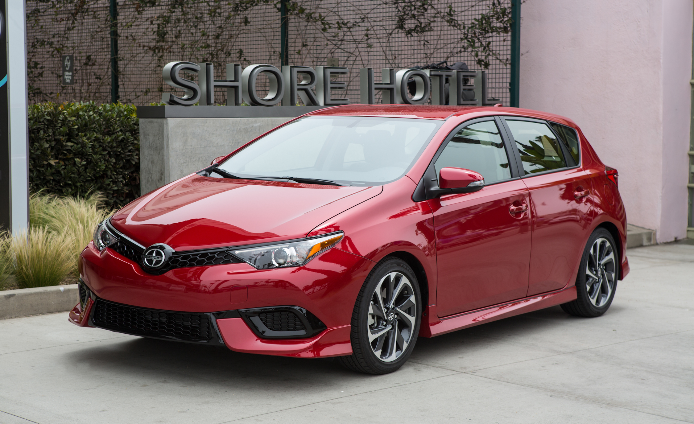 2016 Scion IM (Photo 2 of 20)