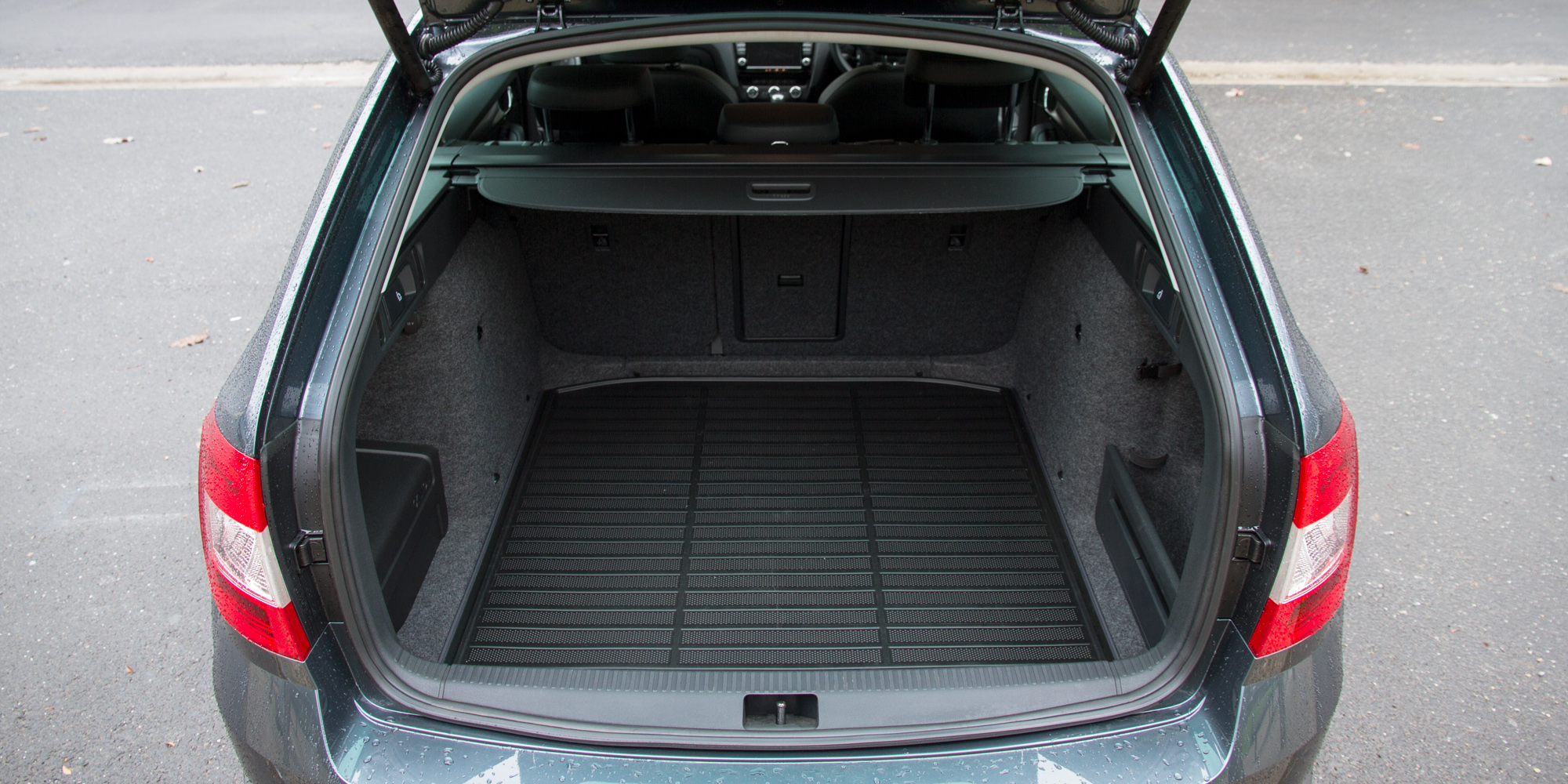 2016 Skoda Octavia Scout Interior Cargo Space (Photo 11 of 23)
