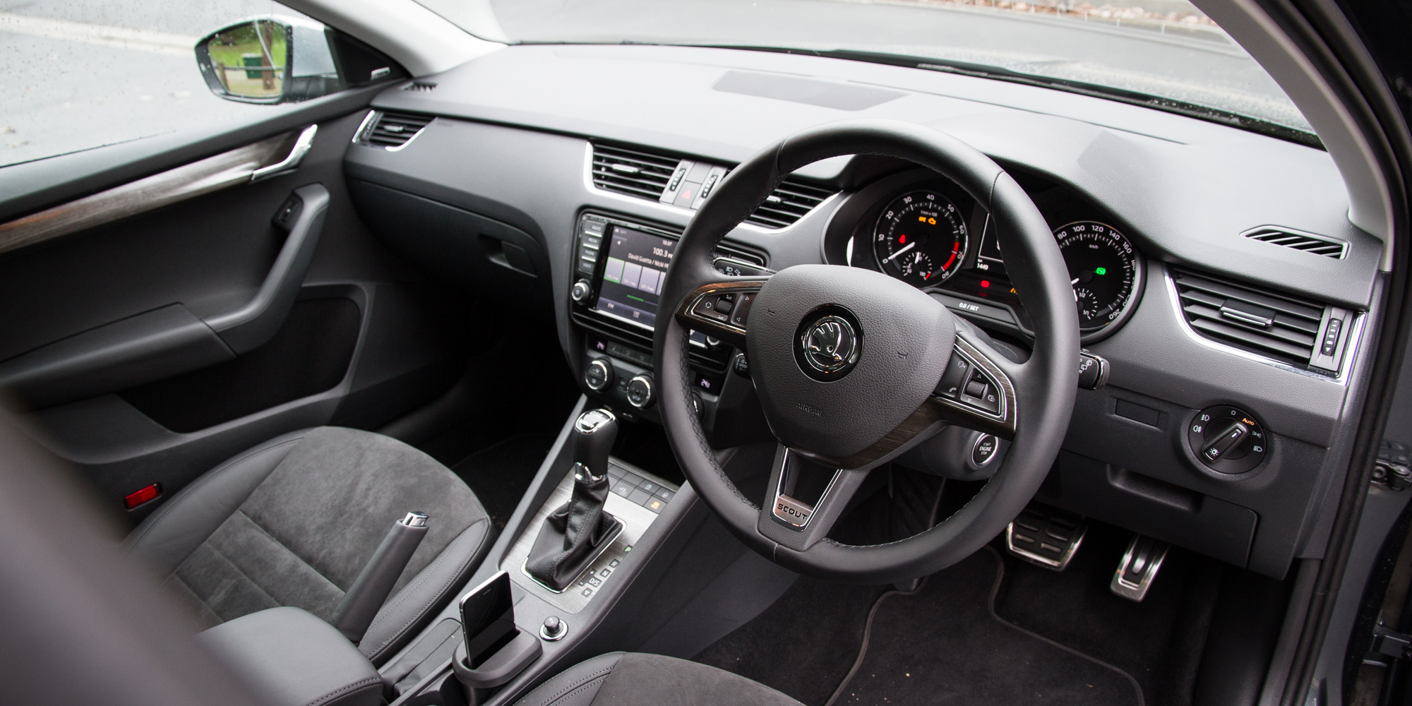 2016 Skoda Octavia Scout Interior Steering (Photo 18 of 23)