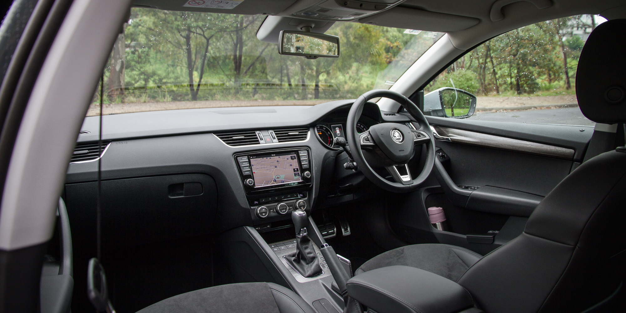 2016 Skoda Octavia Scout Interior (Photo 10 of 23)