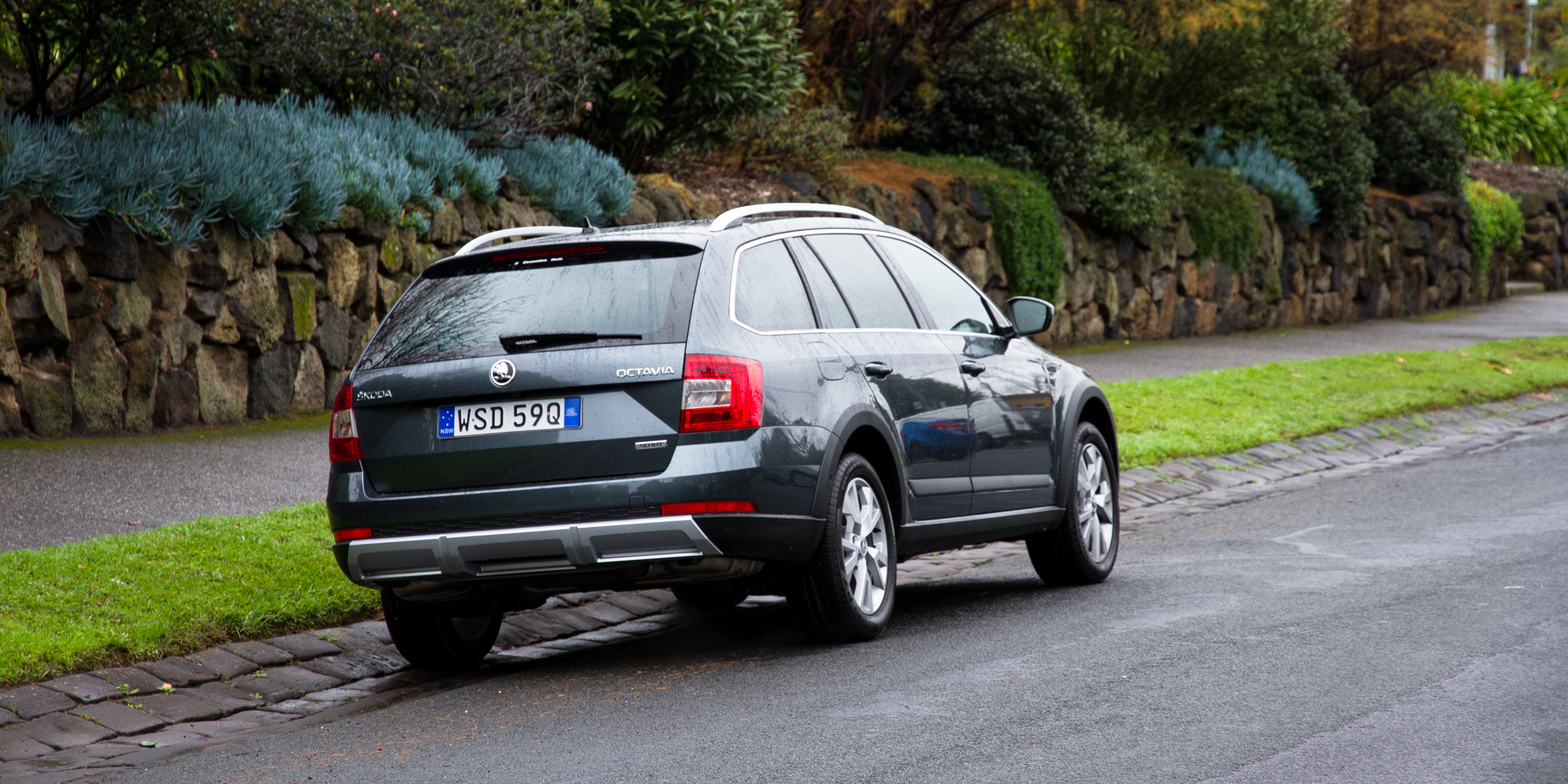 2016 Skoda Octavia Scout Test Rear Side View (Photo 23 of 23)