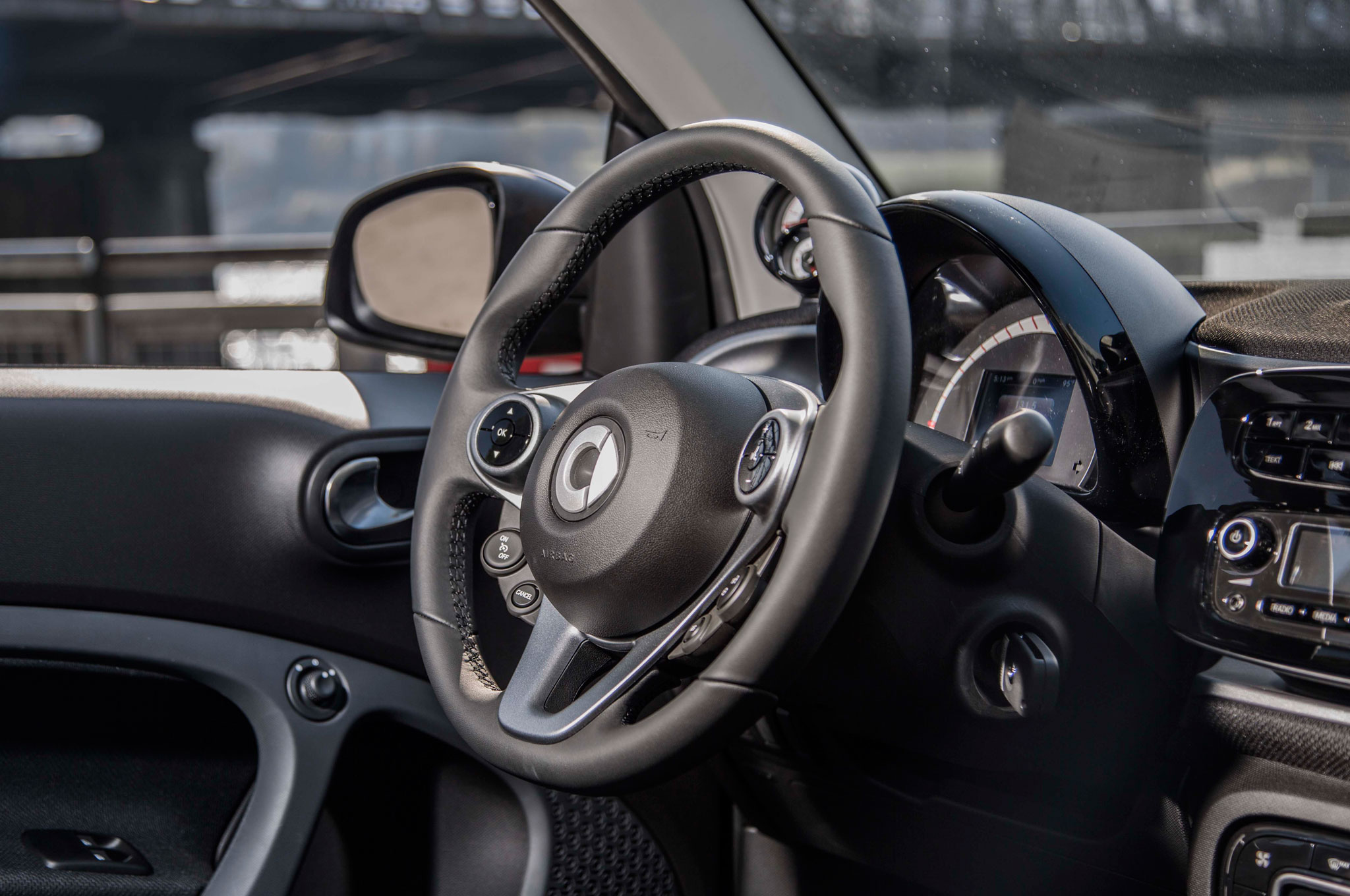 2016 Smart Fortwo Steering Wheel (Photo 9 of 17)