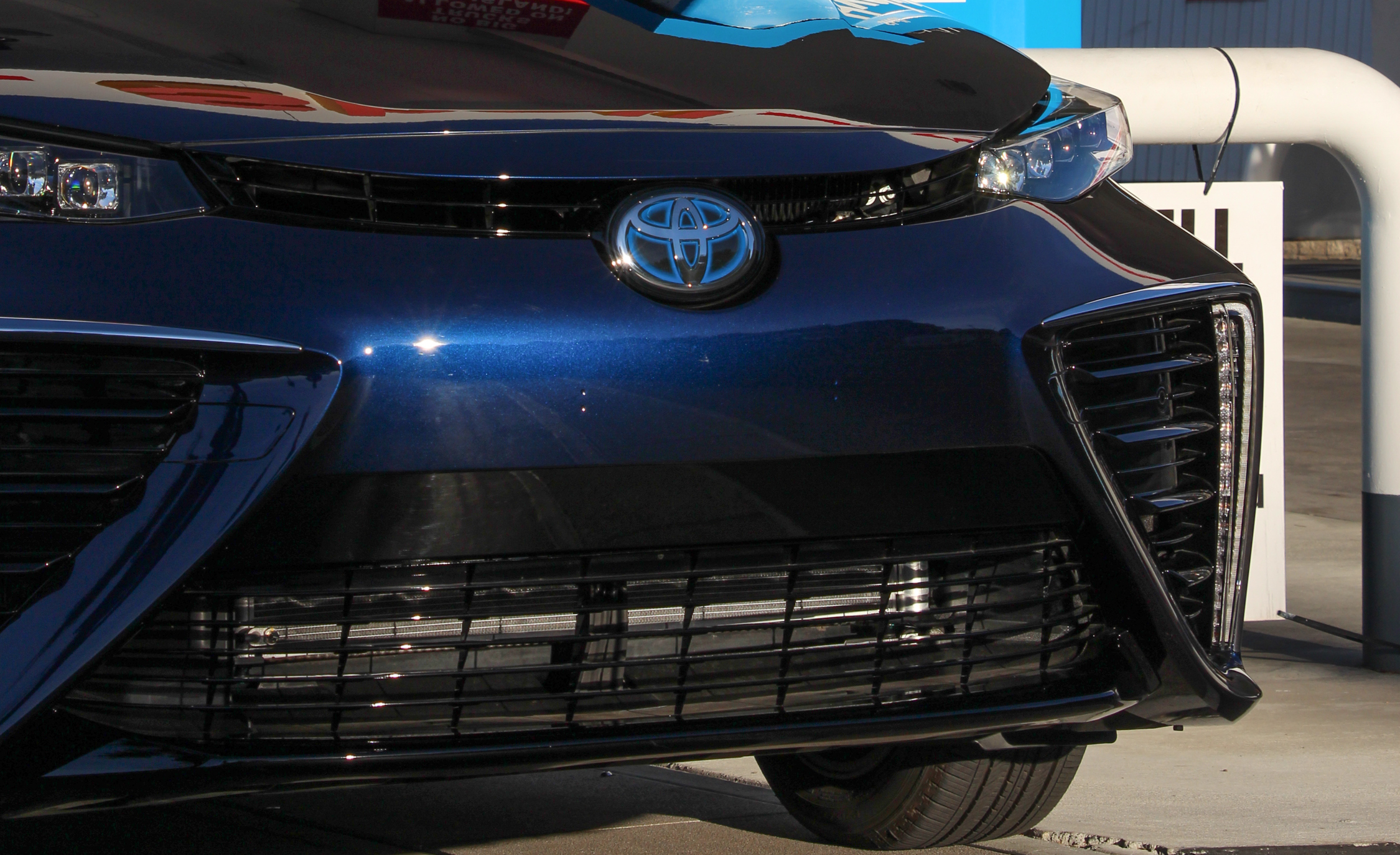 2016 Toyota Mirai Blue Metallic Grille (View 8 of 18)