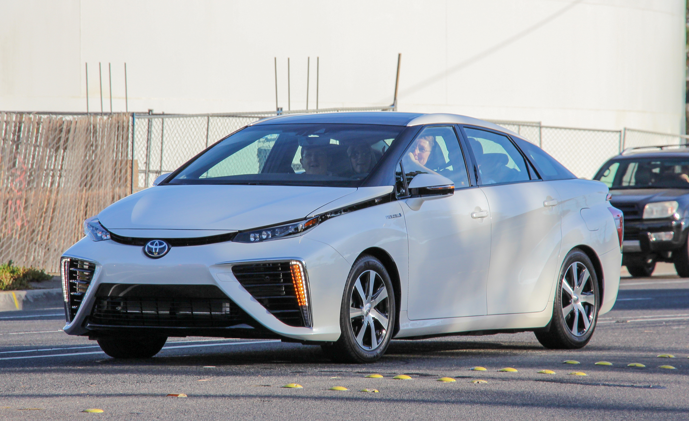 2016 Toyota Mirai White (View 4 of 18)