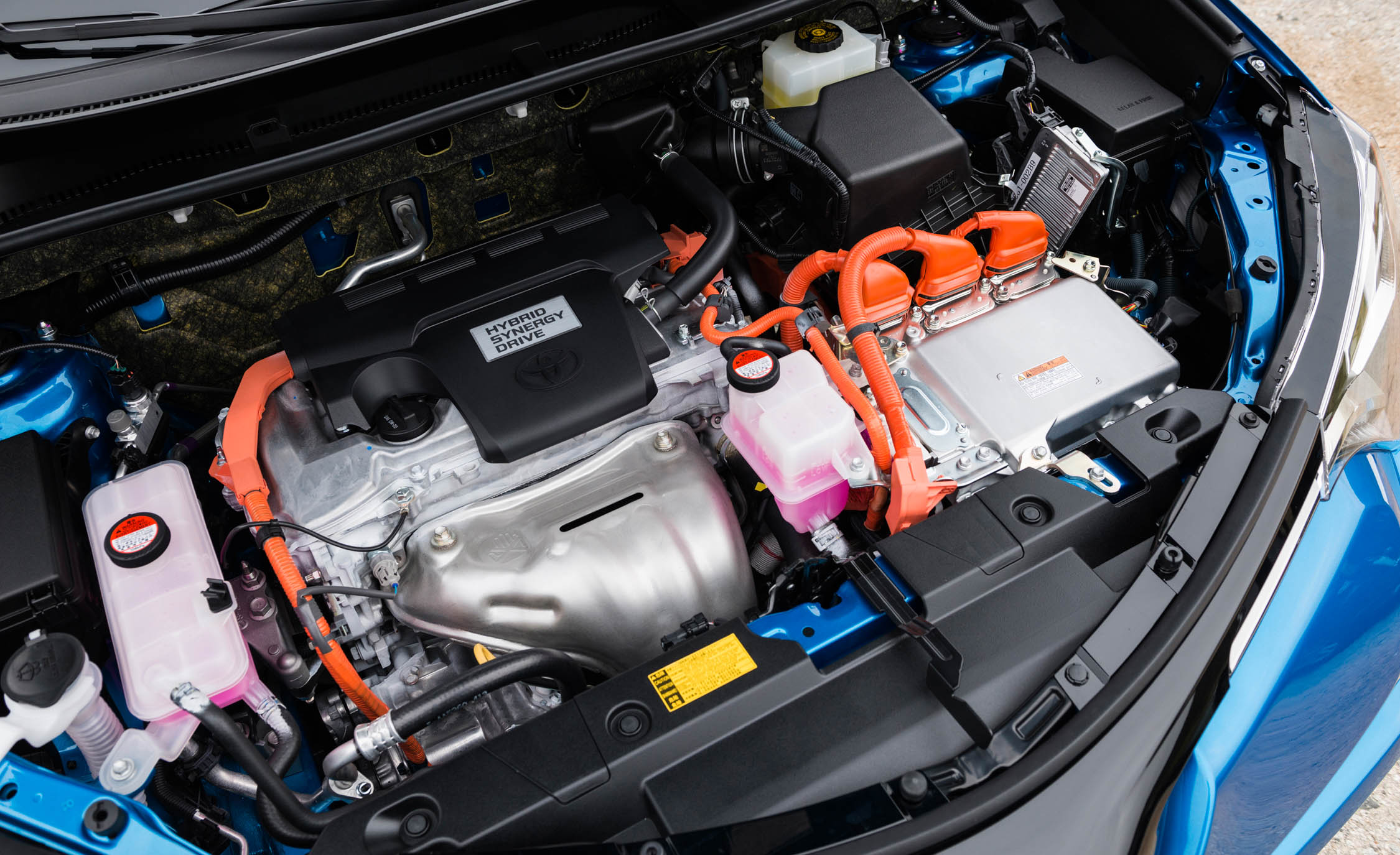 2016 Toyota Rav4 Hybrid Engine (Photo 2 of 26)