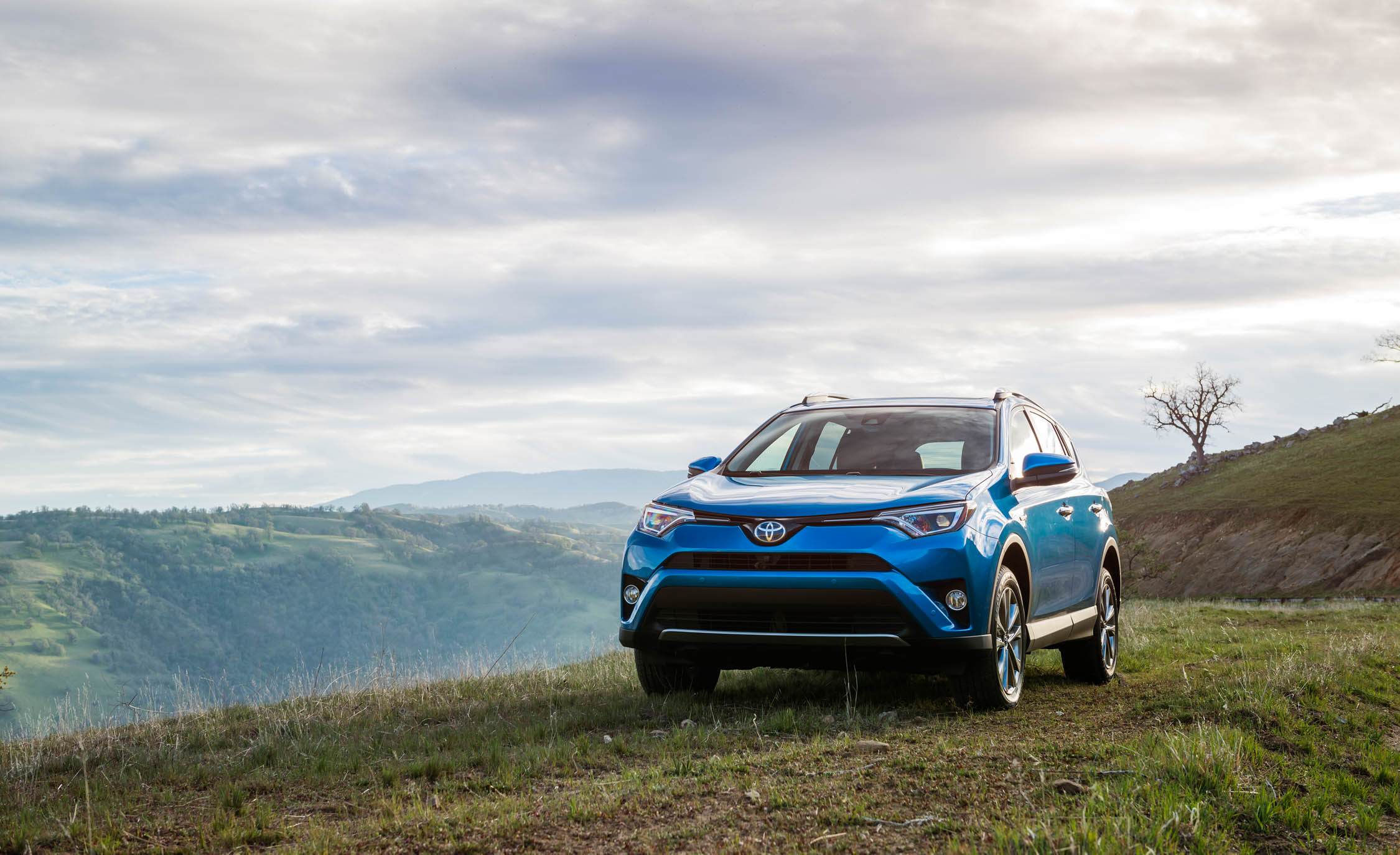 2016 Toyota Rav4 Hybrid Exterior Front (Photo 5 of 26)