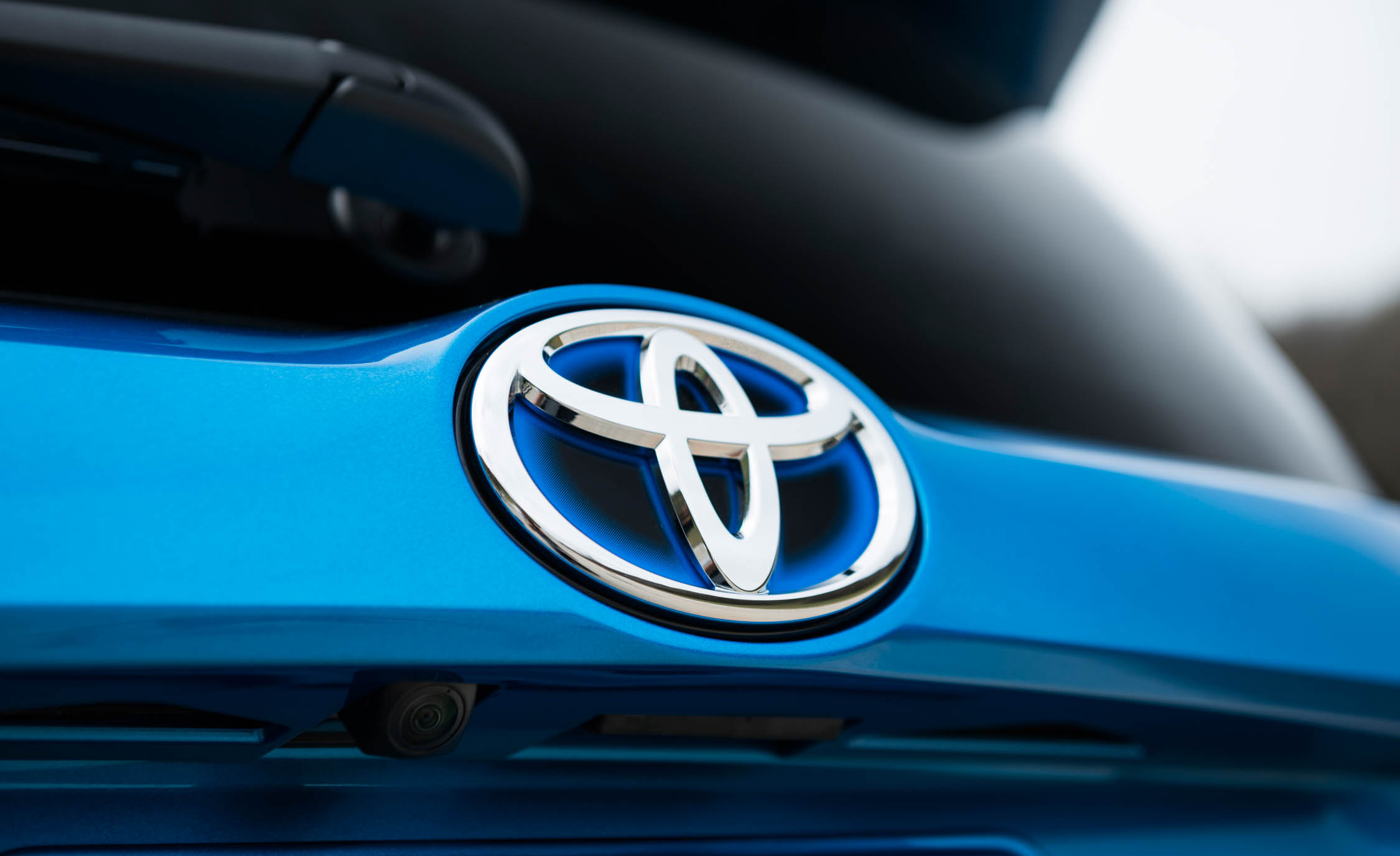 2016 Toyota Rav4 Hybrid Exterior Rear Badge (Photo 9 of 26)