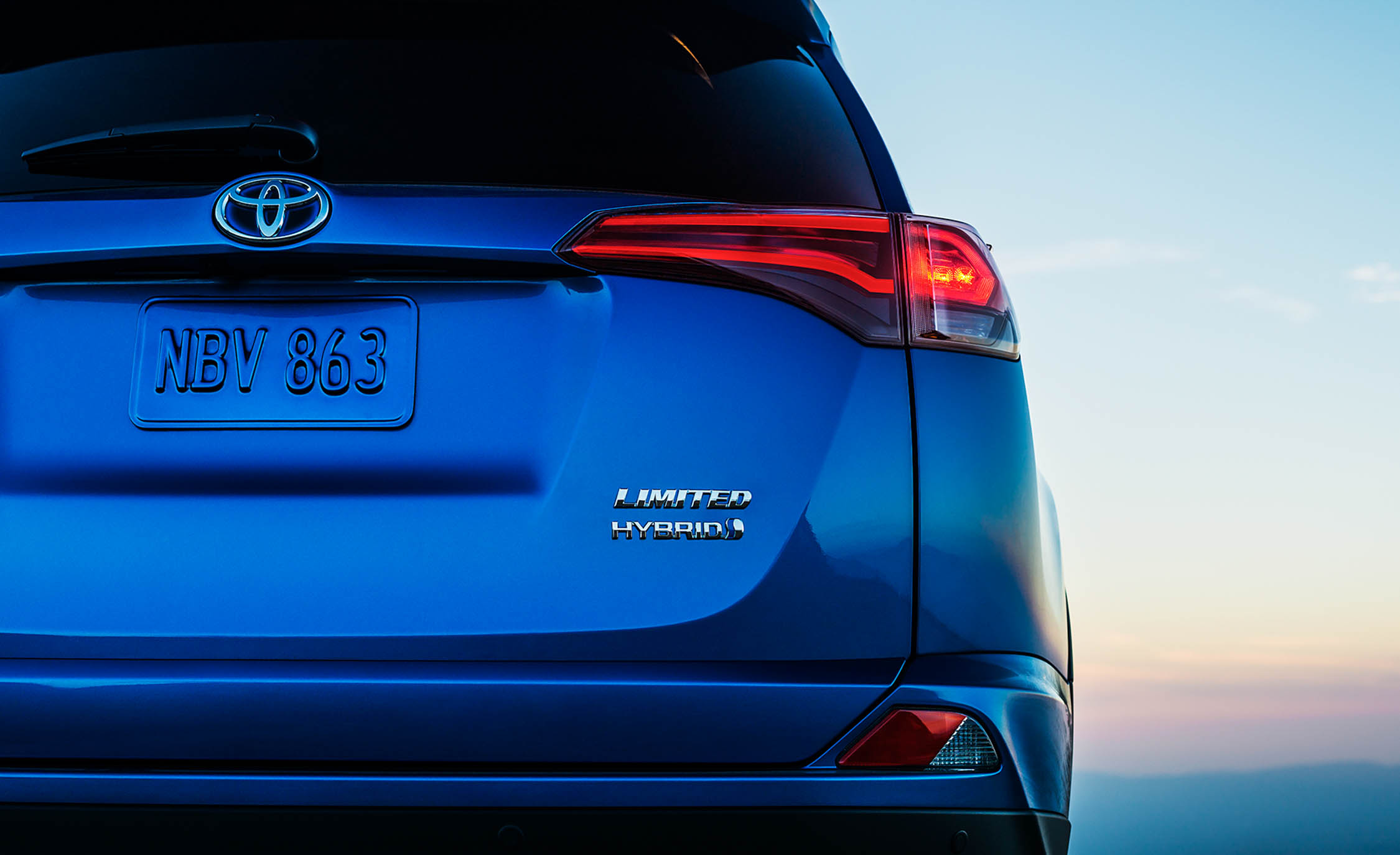 2016 Toyota Rav4 Hybrid Exterior Taillight (Photo 12 of 26)