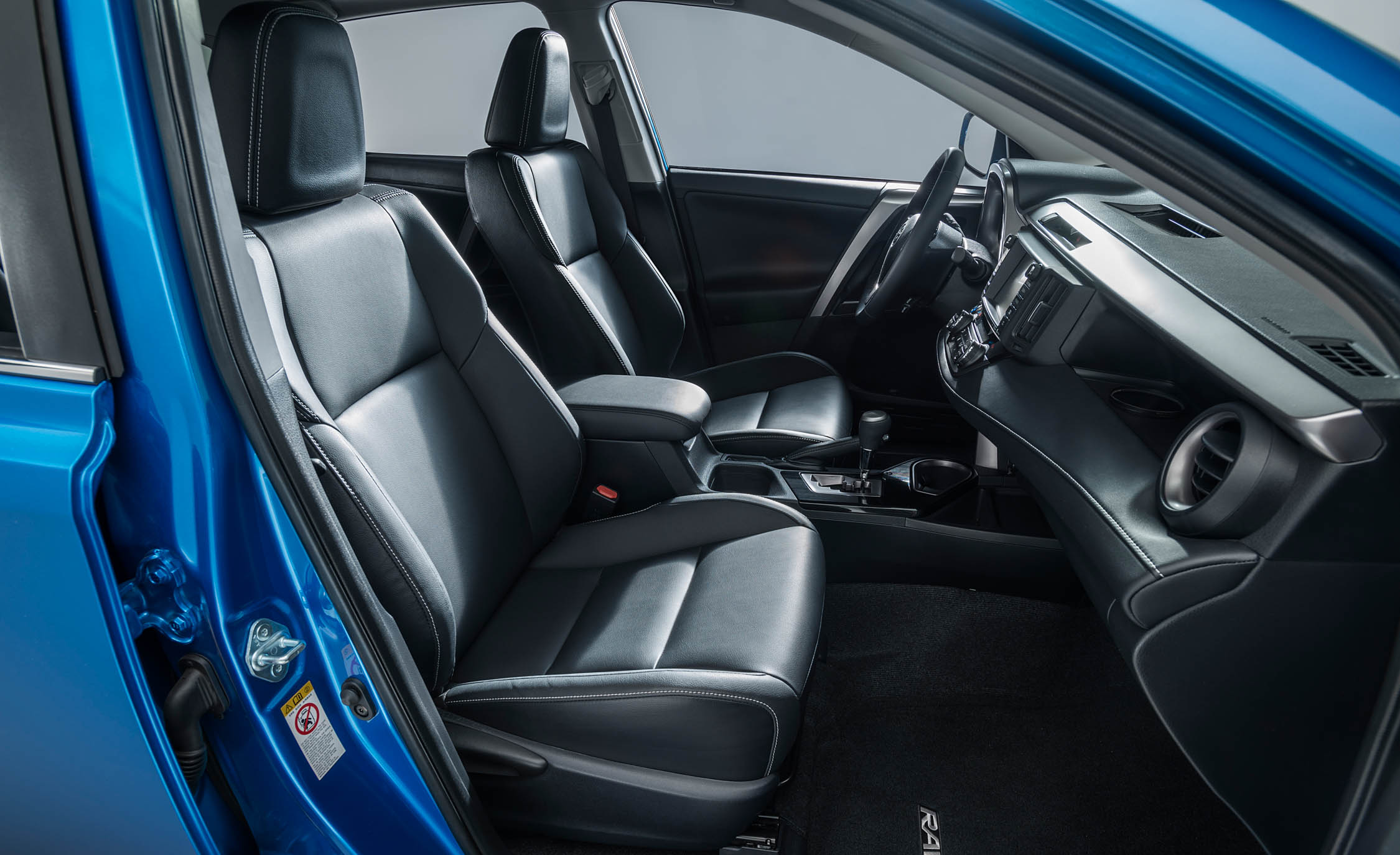 2016 Toyota Rav4 Hybrid Interior Front Seats (Photo 19 of 26)